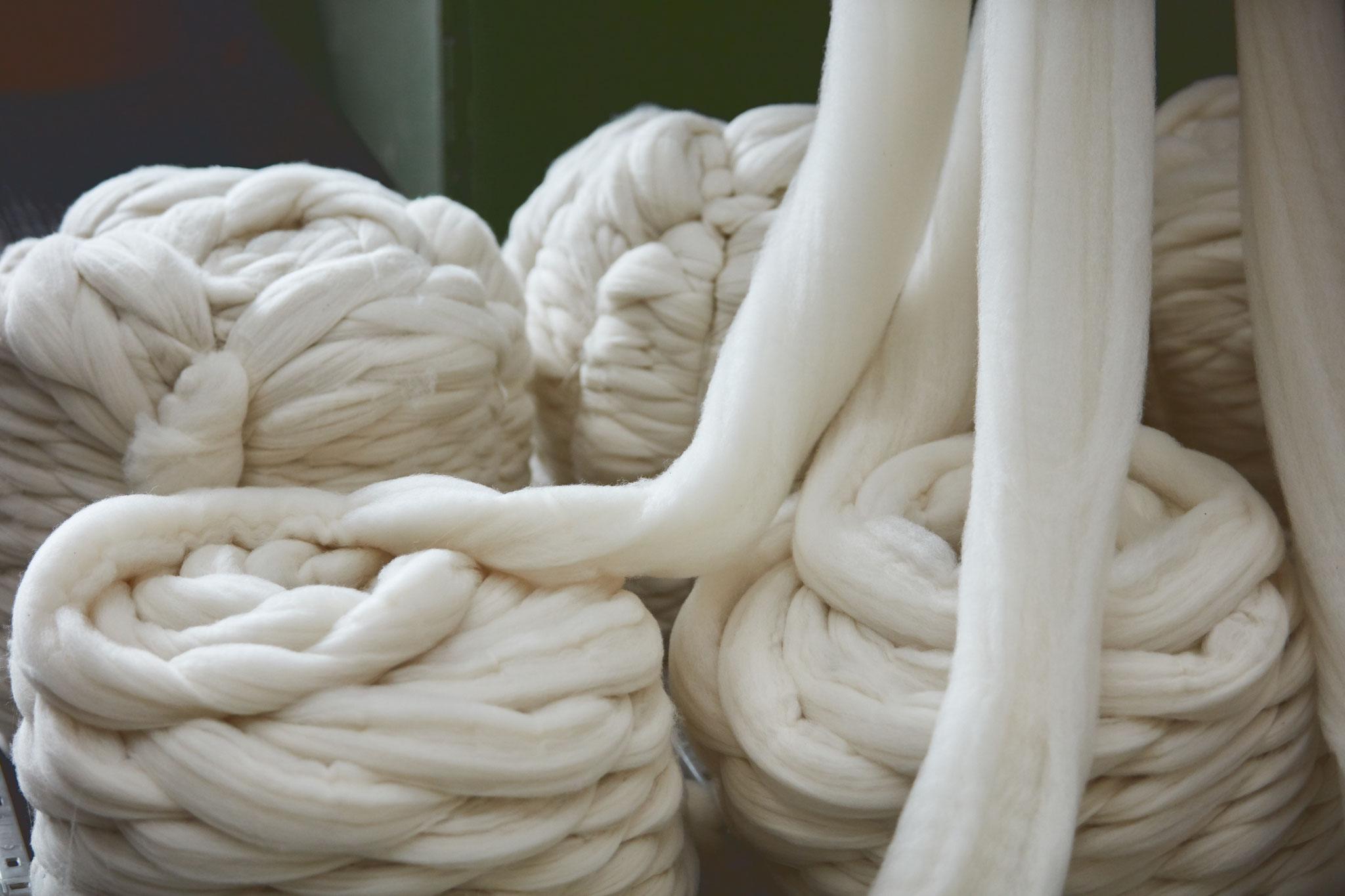 Die naturbelassene fertige Wolle