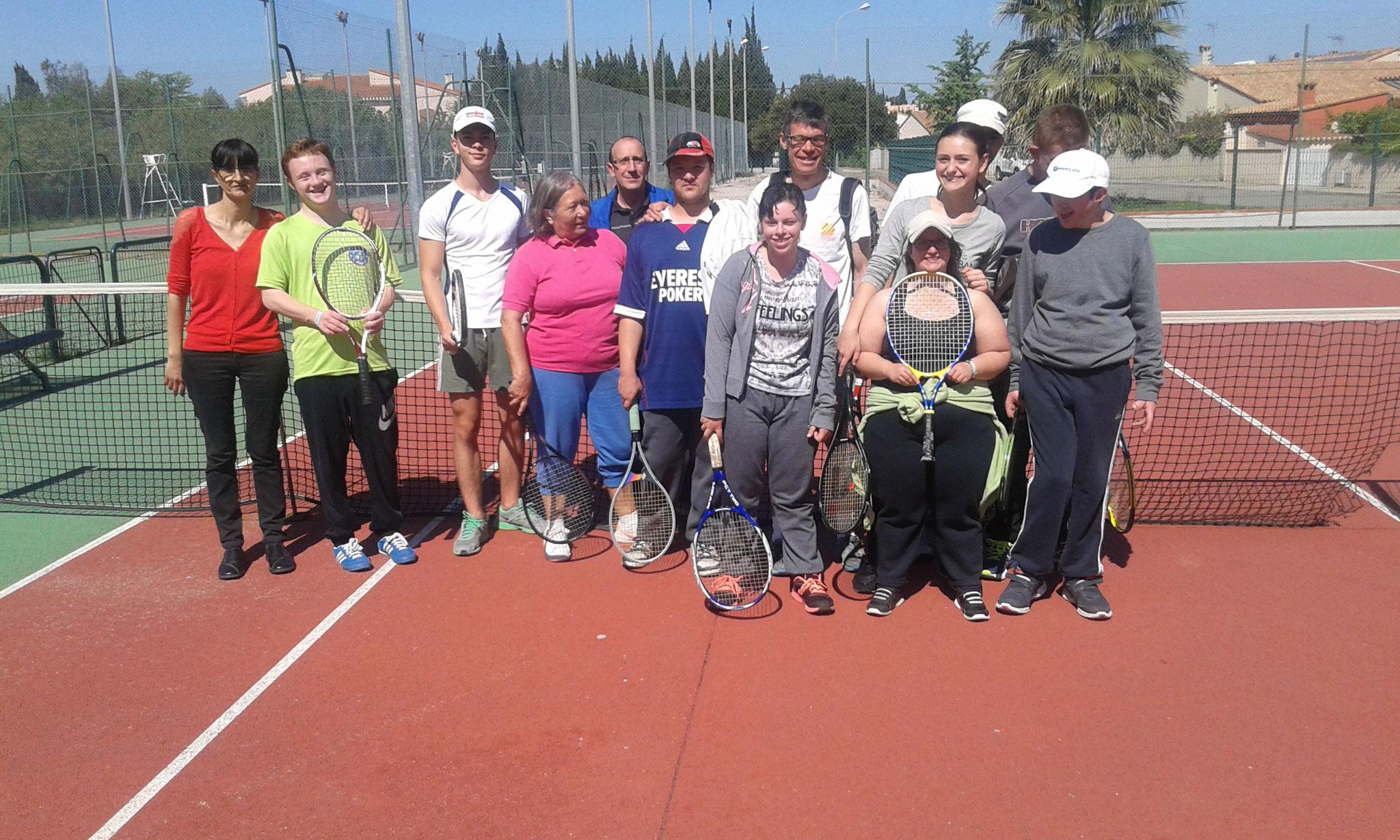 Initiation au tennis avec Alexandra et Rodolphe du club de Saint Estève.