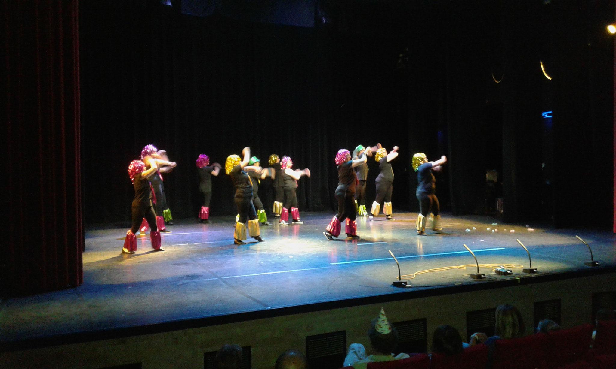 Participation au festival des Arts Sonnants, de nos danseuses et danseurs, au théâtre de l'Aspres à Thuir.Mai 2017
