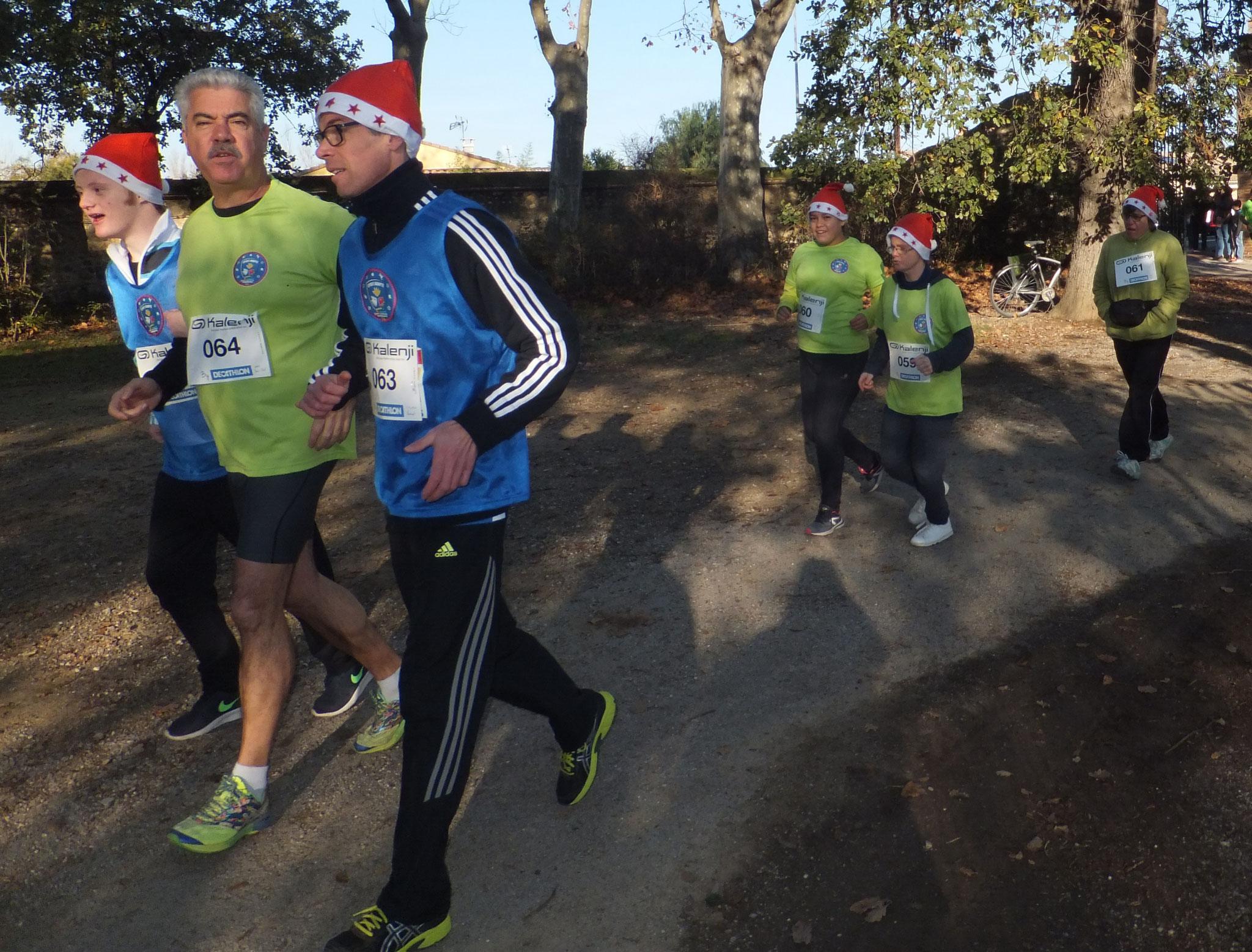 """Participation à la course de Noël à Toulouges""""entrée dans les deux derniers km"""""""