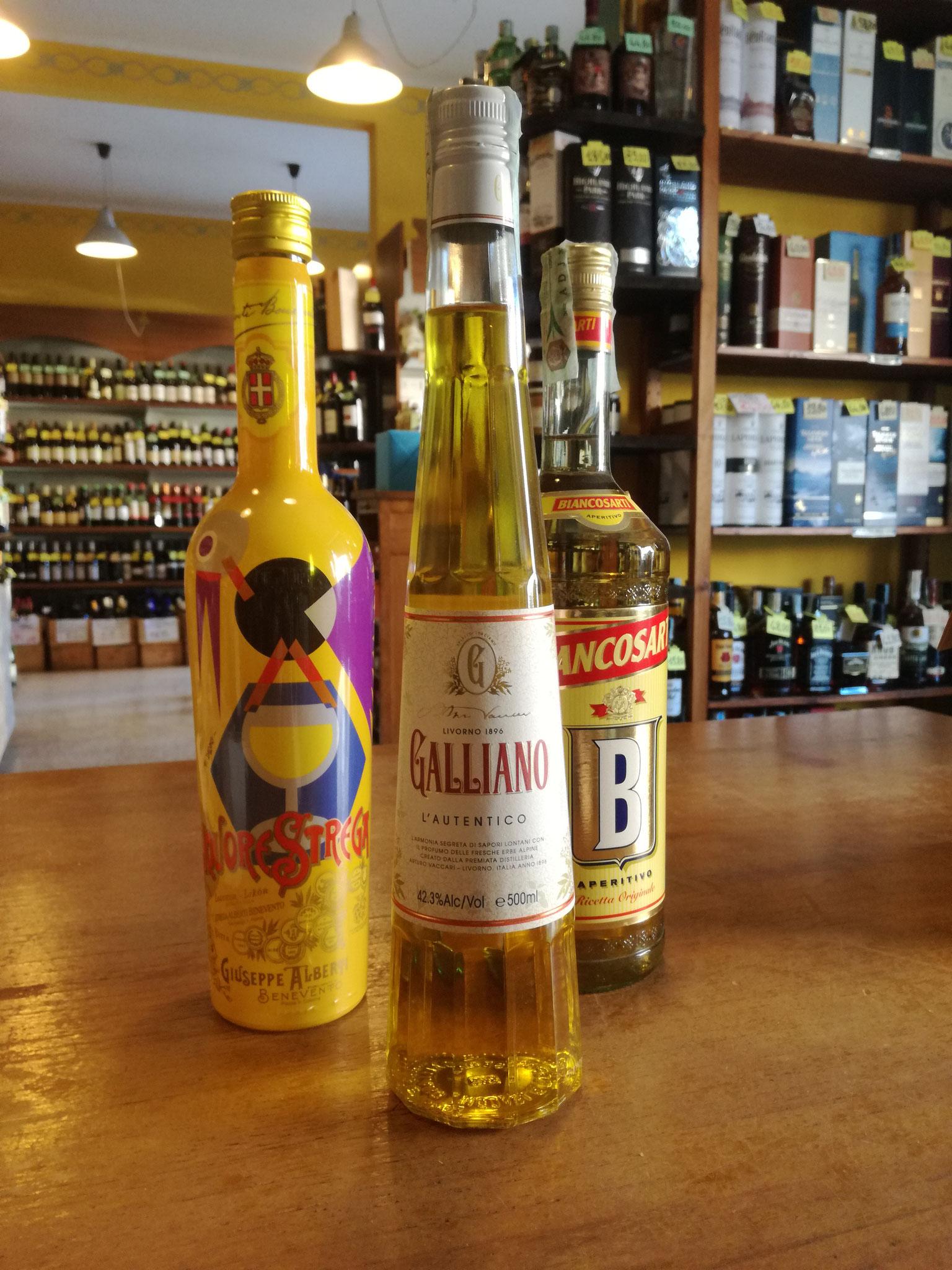 Liquore Strega, Galliano, Bianco Sarti: spezie, fiori e erbe mediterranee al naso - zafferano, cannella, ginepro, radici e cortecce il gusto
