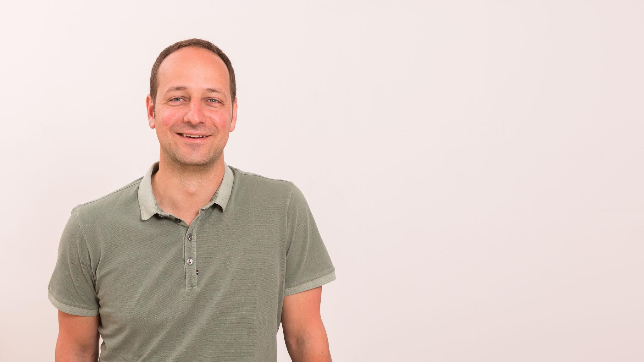 Mag. Dr. Peter Poeckh (Grundprinzipien der Yogatherapie)