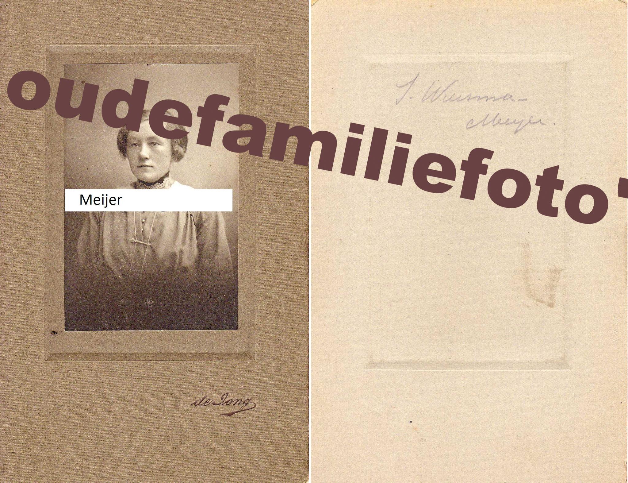 Meijer, Siebrigje. Geboren 13-07-1893 Ried, gehuwd met Taekle Wiersma. Gewoond in Den Haag en Leeuwarden. € 4.00