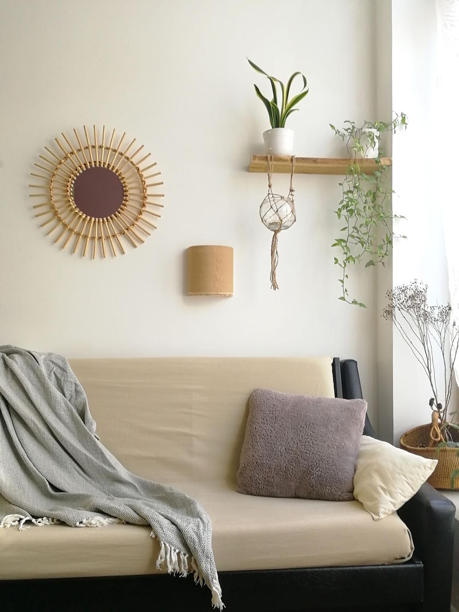 Applique murale S en jute à franges dans un salon