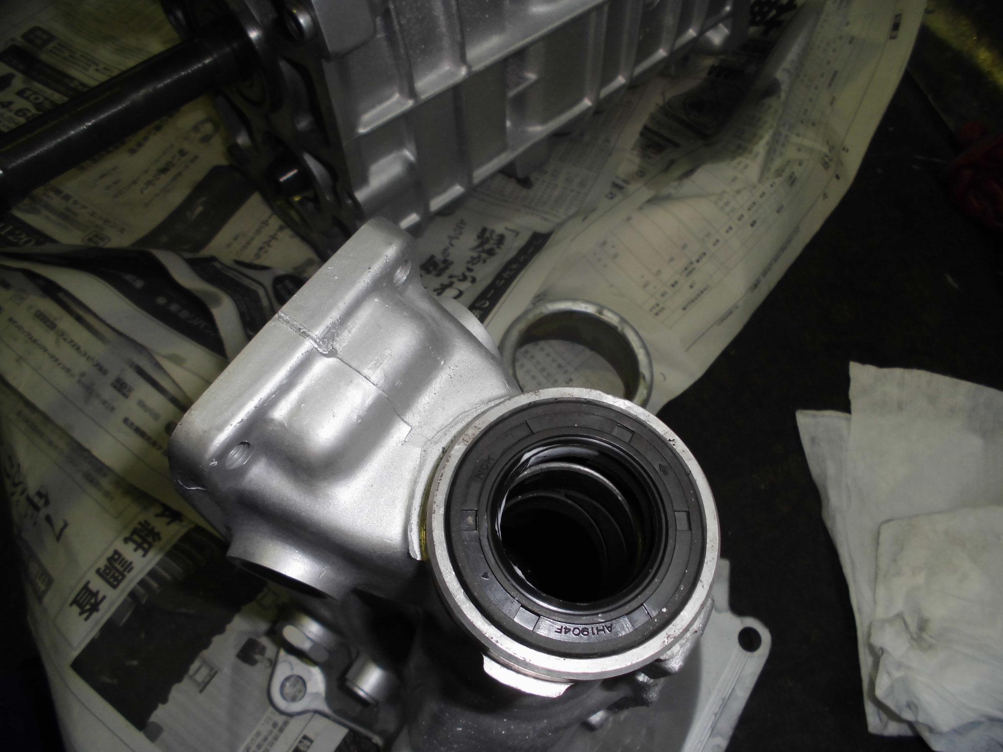 AE86 ミッションリヤシール交換