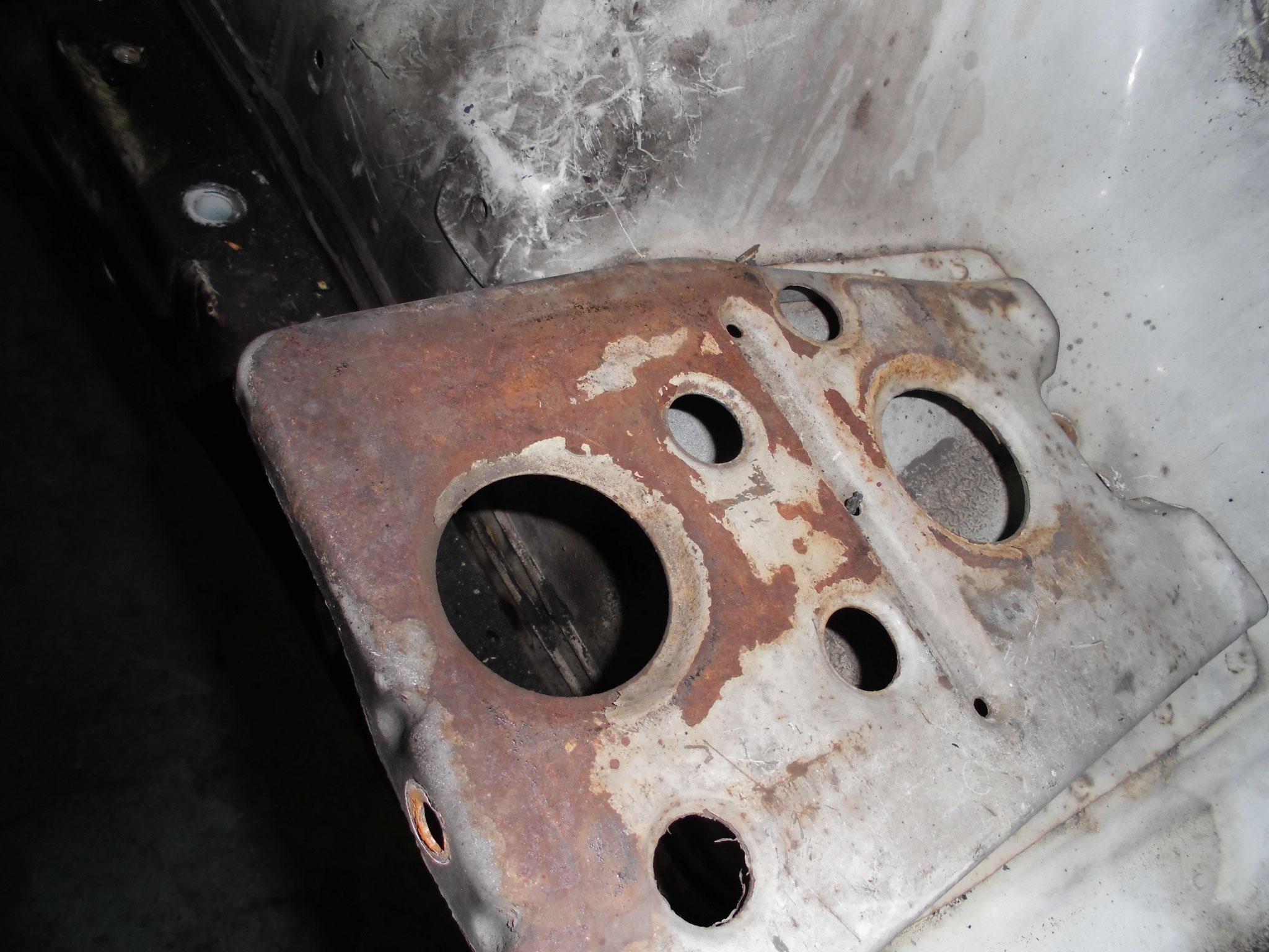 AE86 トレノ バッテリ取付部の錆