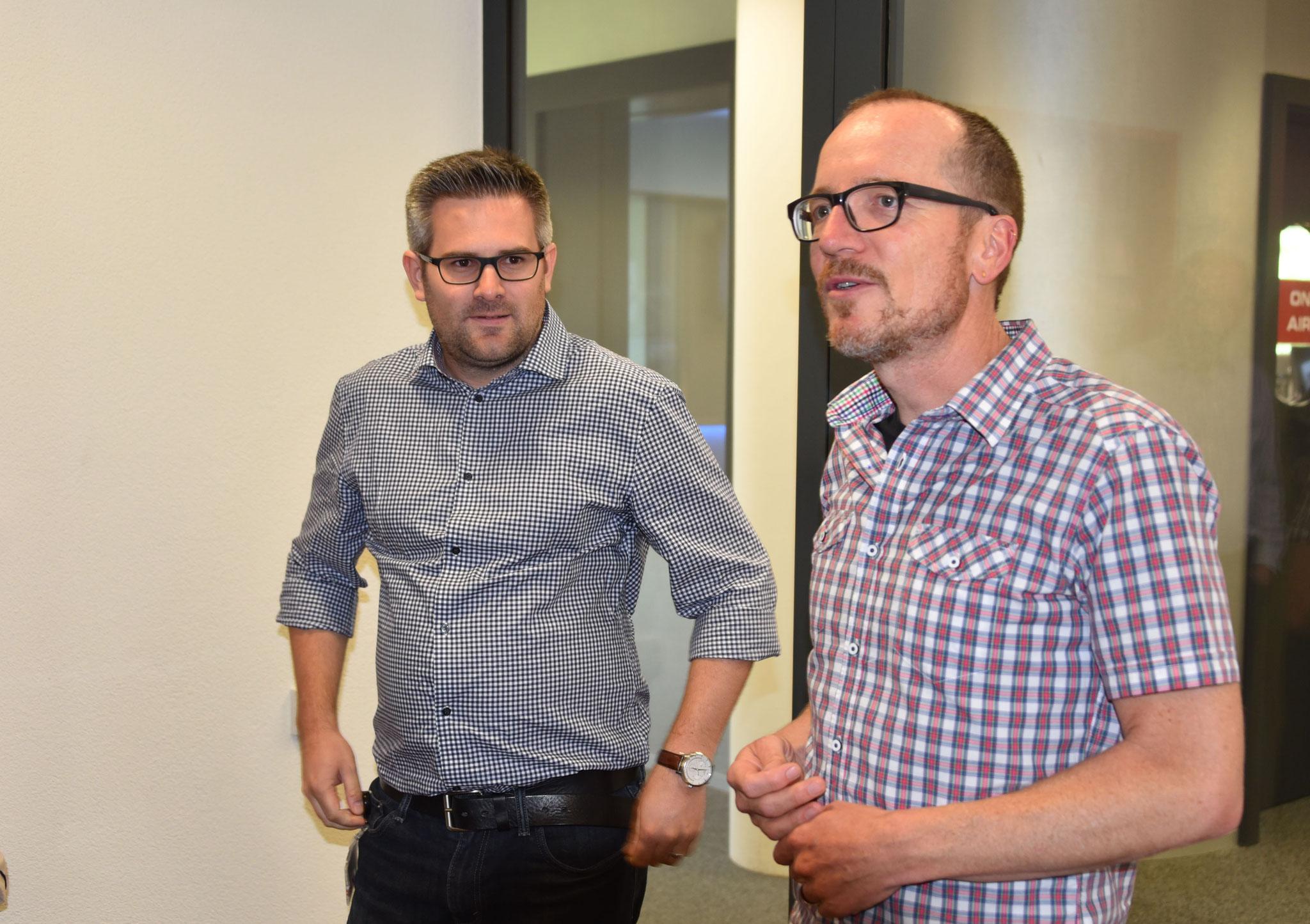 Roman Unternährer und Urs Schlatter begrüssen den ZVM im  Radio Pilatus-Studio.