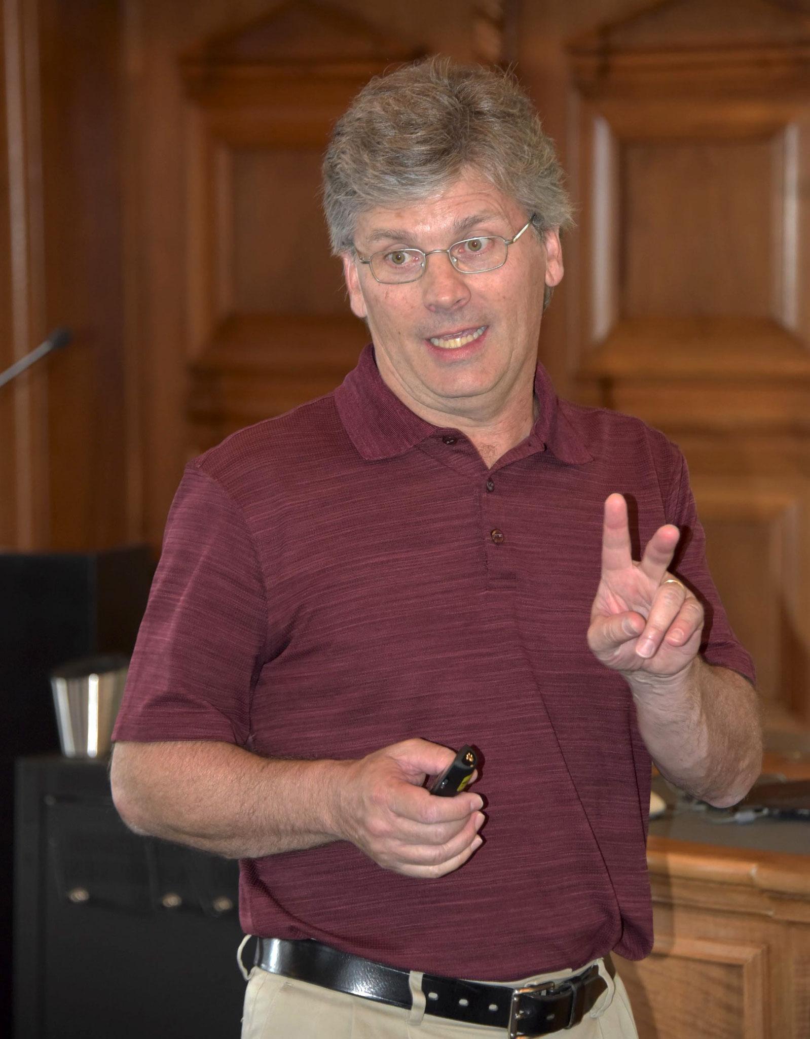 Der Historiker und Journalist Stefan Ragaz.