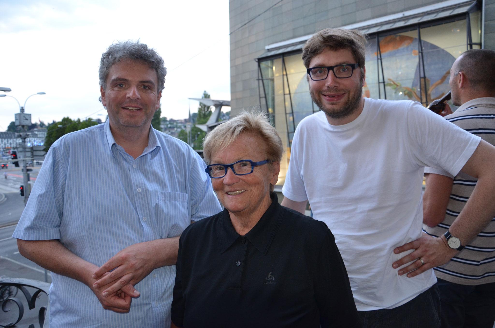 Die neuen Revisoren: Martin Uebelhart und Sven Gallinelli zusammen mit Monika van de Giessen.