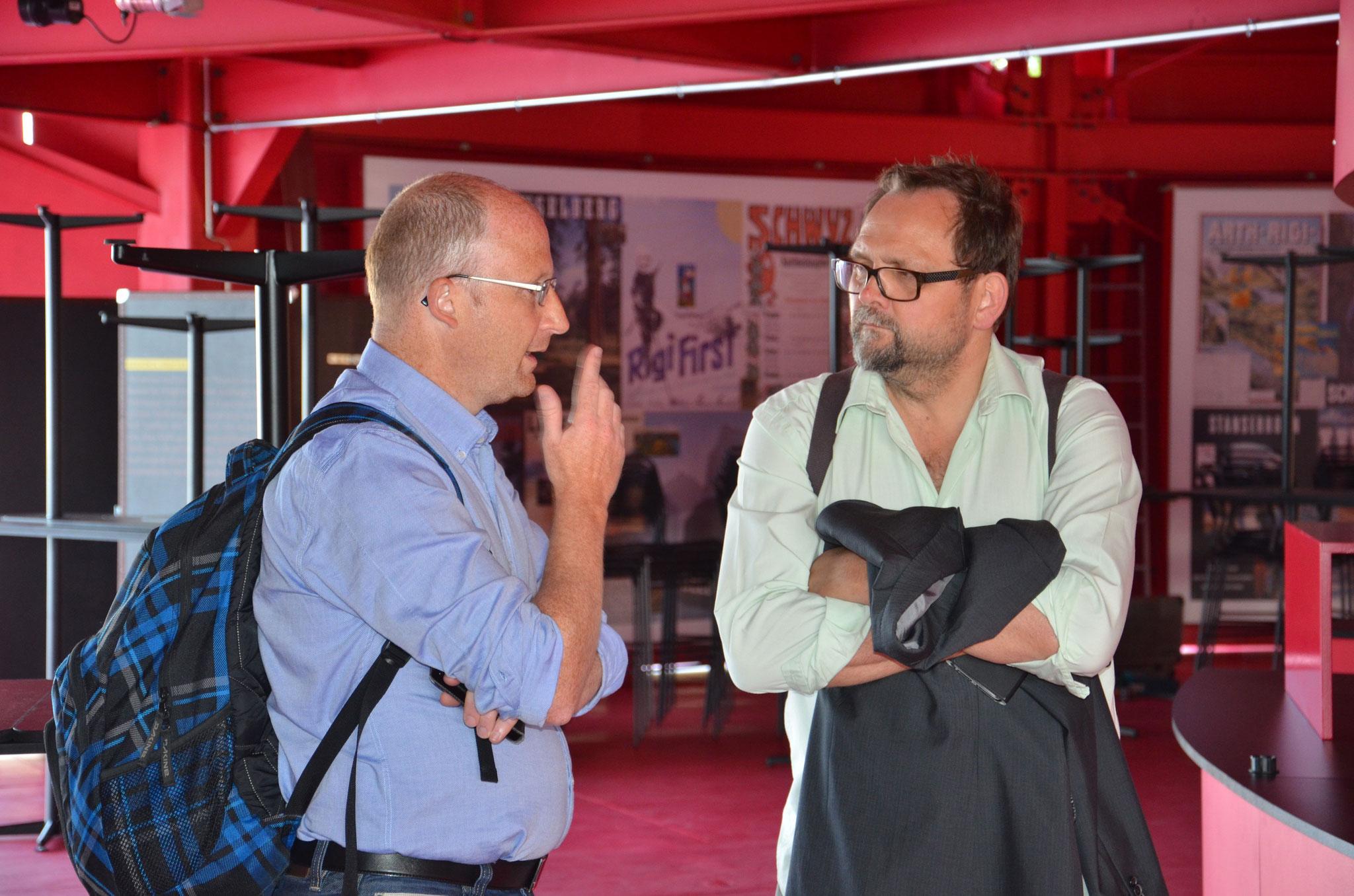 Dominik Buholzer im Gespräch mit Jürg auf der Maur.