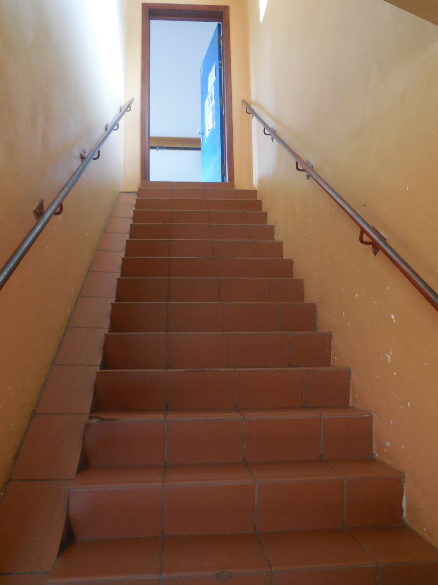 Treppe zum Saal