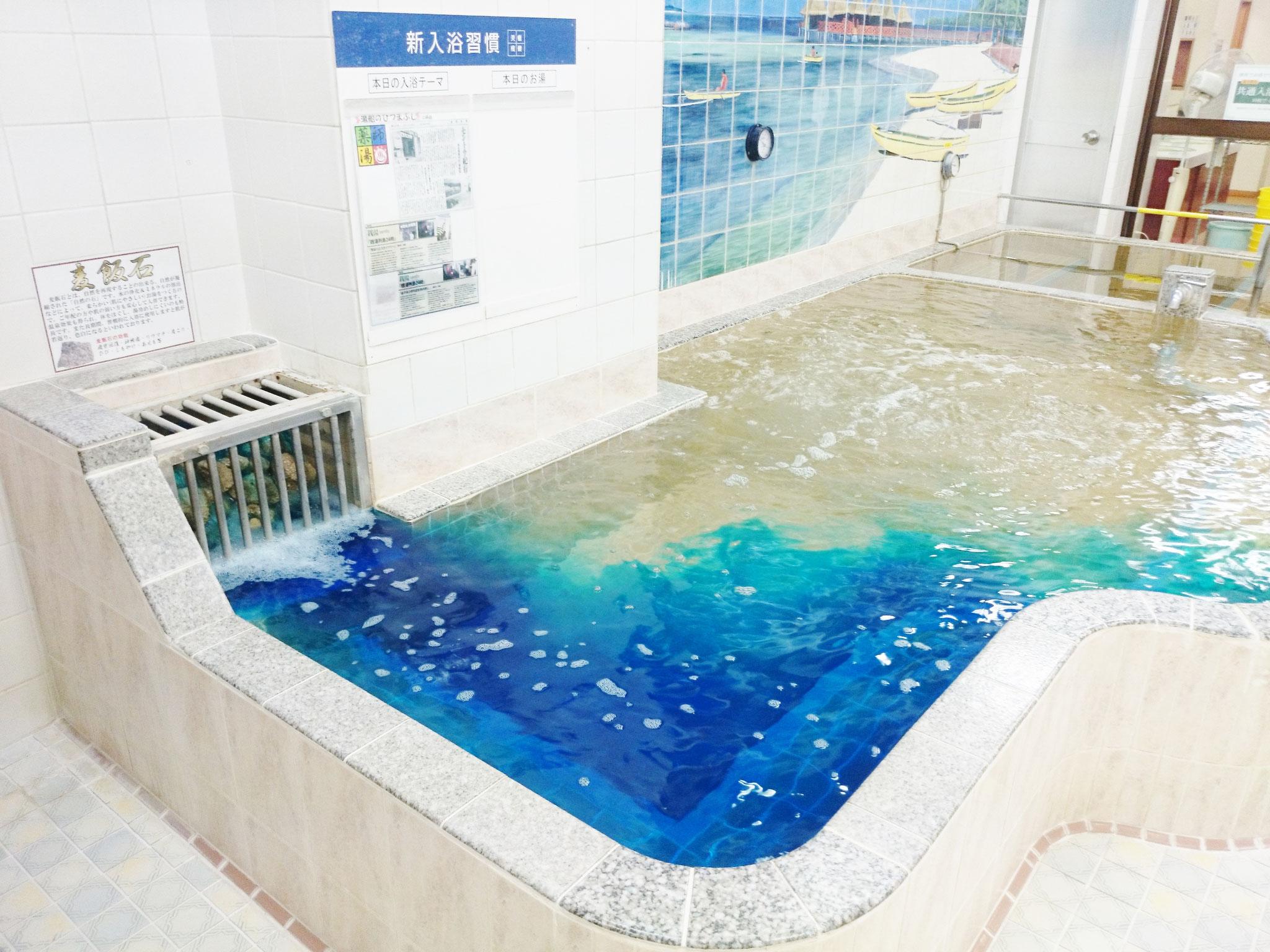 スカイツリーのように優雅に色が変化する「タワー風呂」