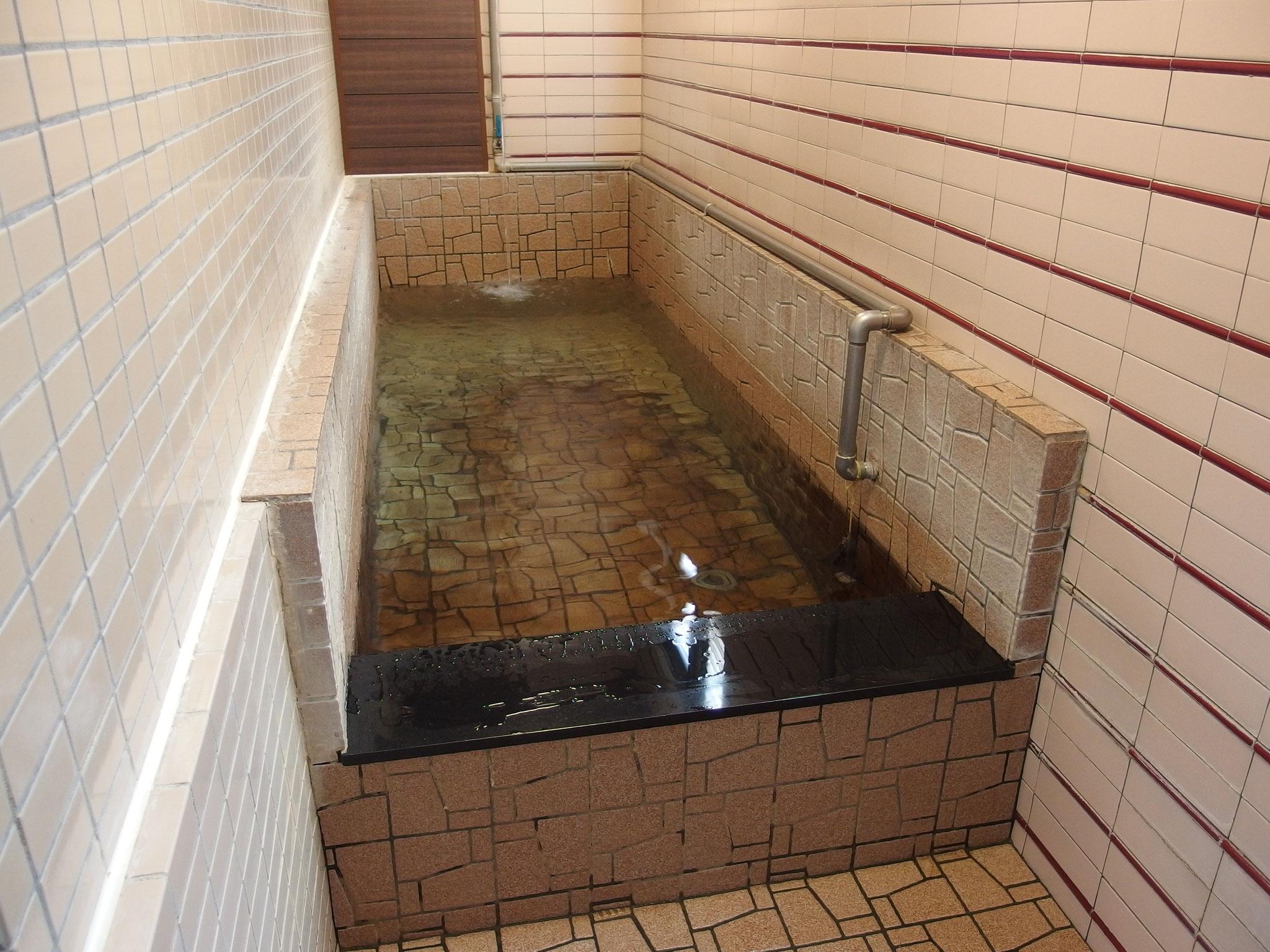 別空間で楽しめる打たせ水風呂