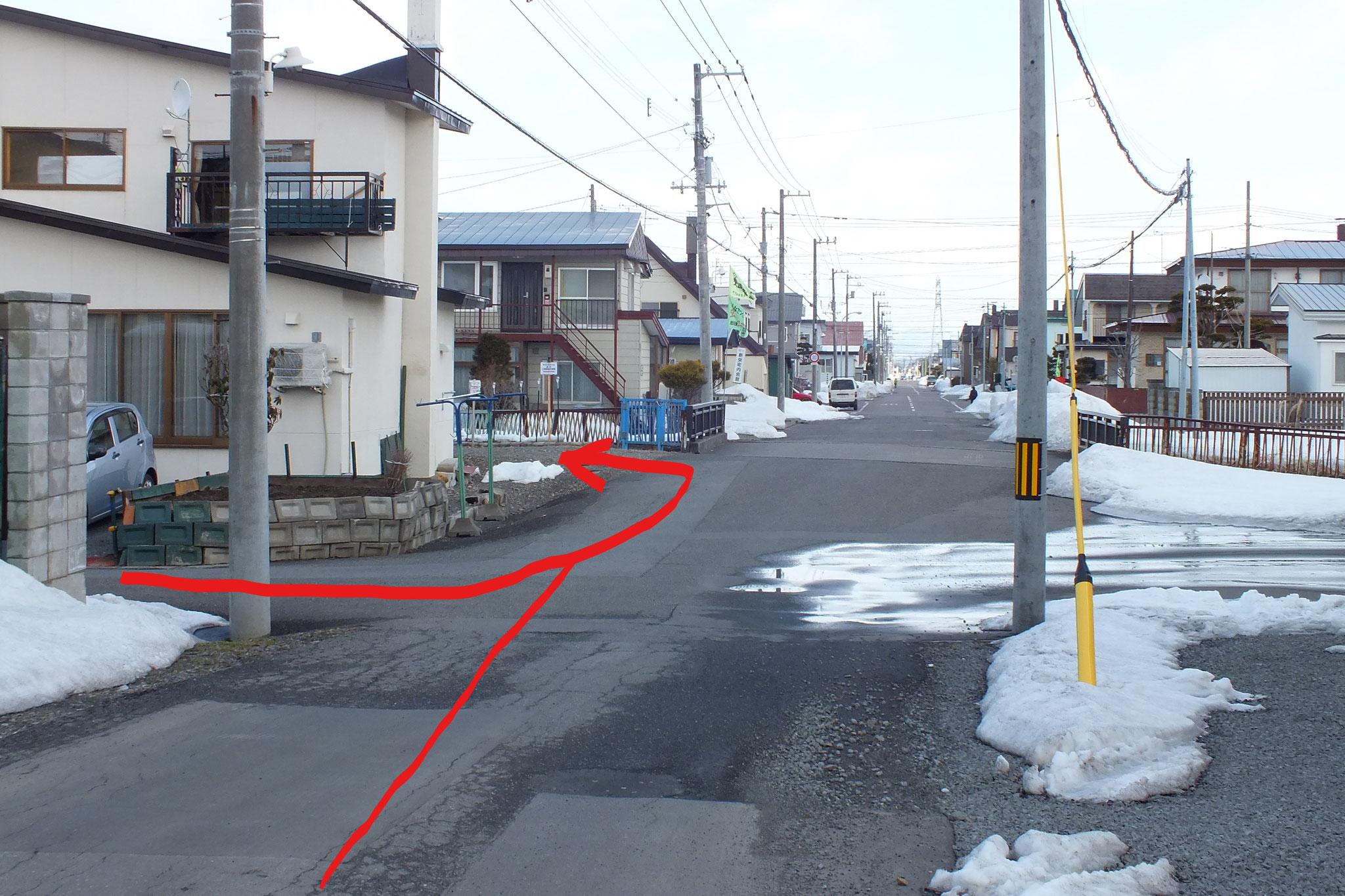 左折するとすぐに小さな橋の手前 左側がゴール! 東光ながやま整体