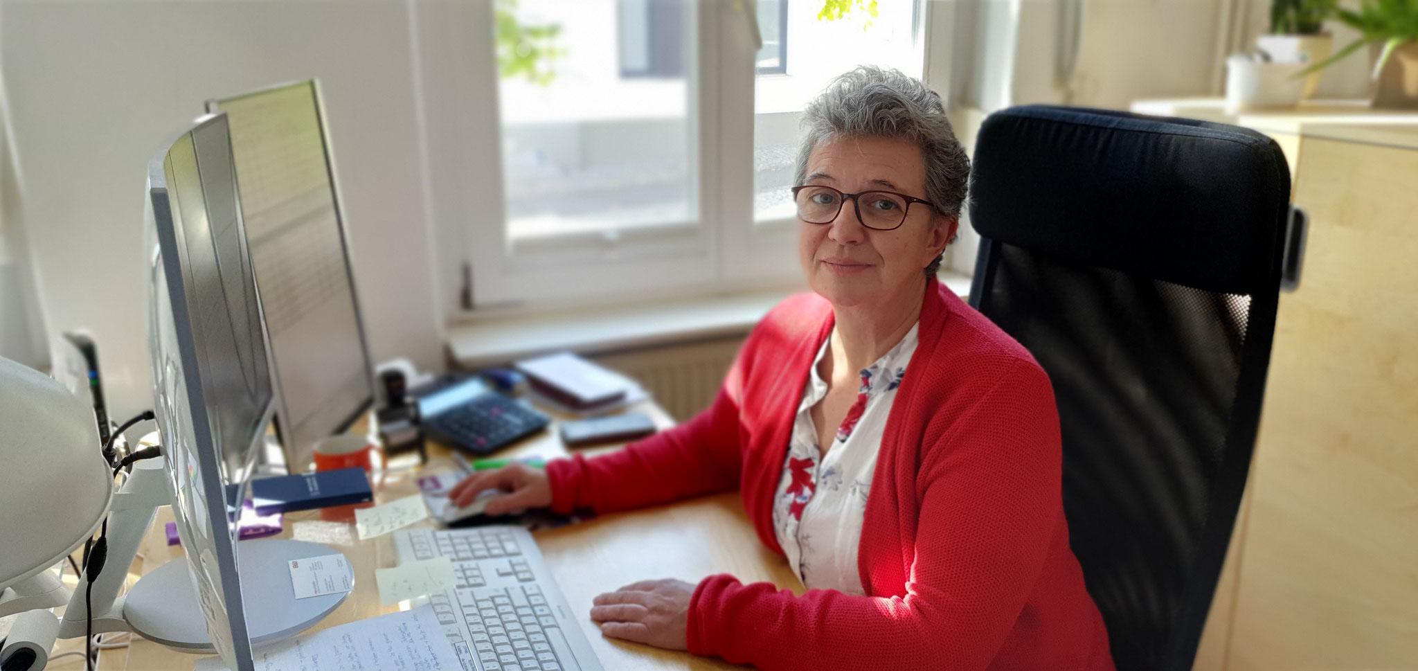 Nicole Strobl, Steuerfachangestellte