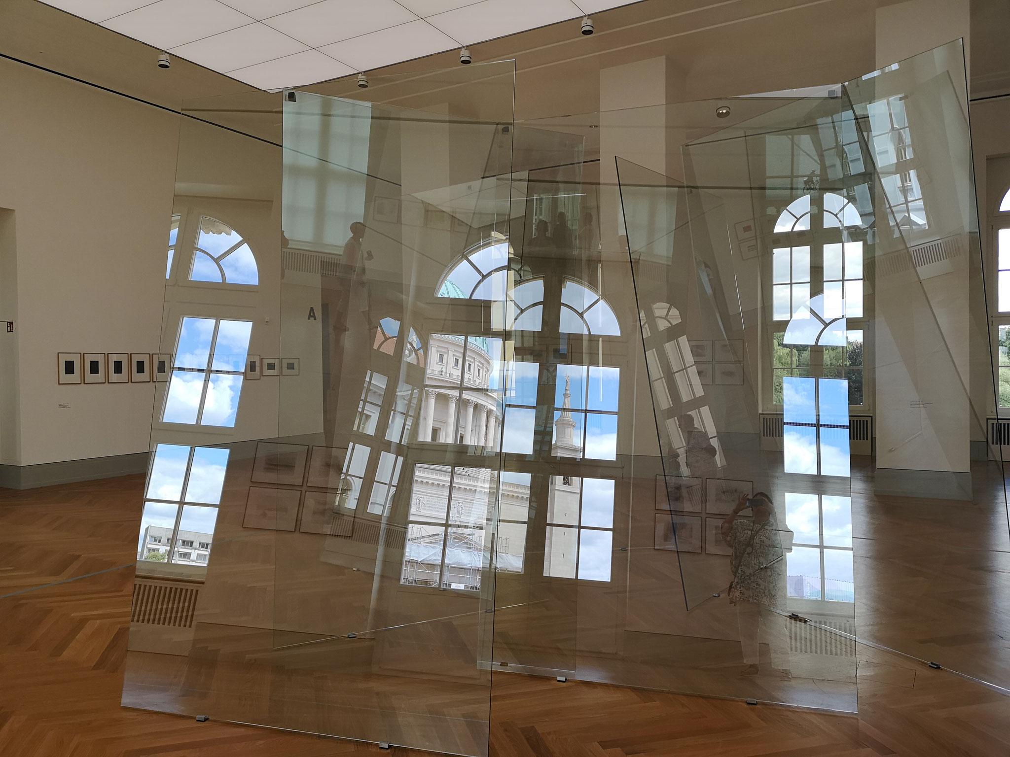 """Installation aus Glas """"Kartenhaus""""_2013"""