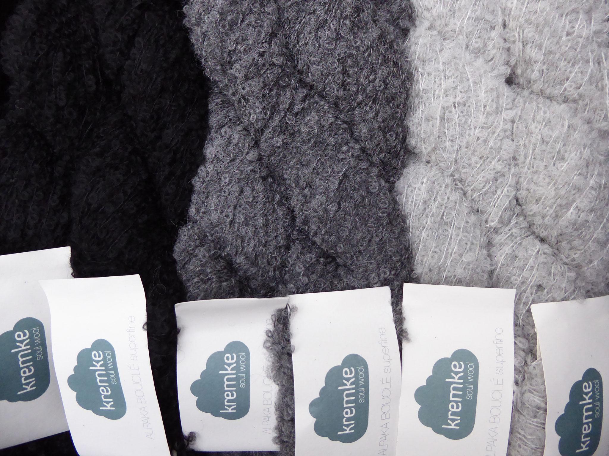 Alpaca Bouclé superfine von Kremke 89% ALpaca, 11% Polyamid, LL250m/50gr.  9,90 Euro/50gr.  Dieses wunderbar weiche Garn eignet sich hervorragend für alles leichte und doch wärmende, es zeichnet sichh durch einen sehr geringen Materialverbrauch aus!