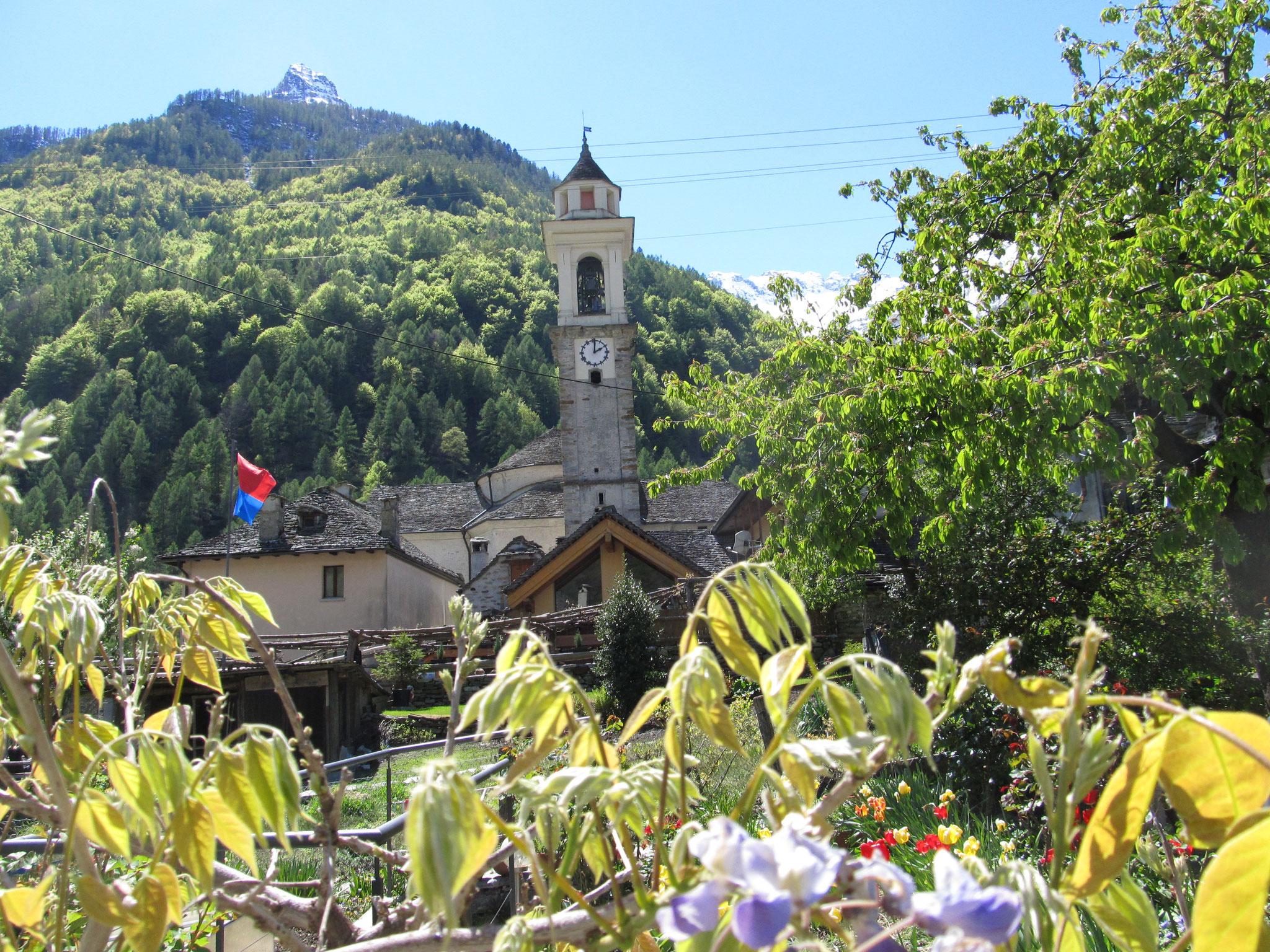 Kirche im Dorf Foroglio - Val Bavona