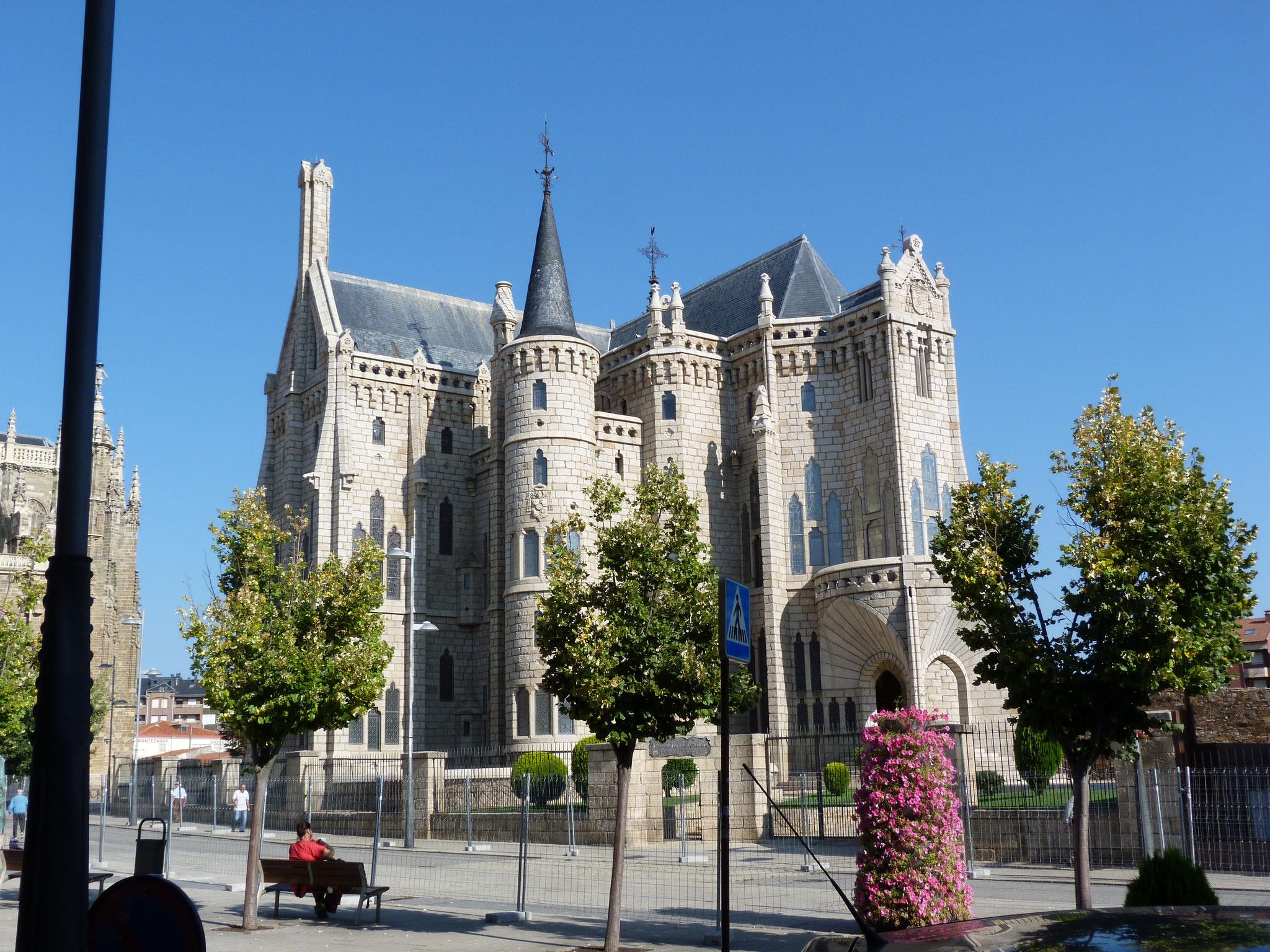 Bischofspalast von Antonio Gaudi