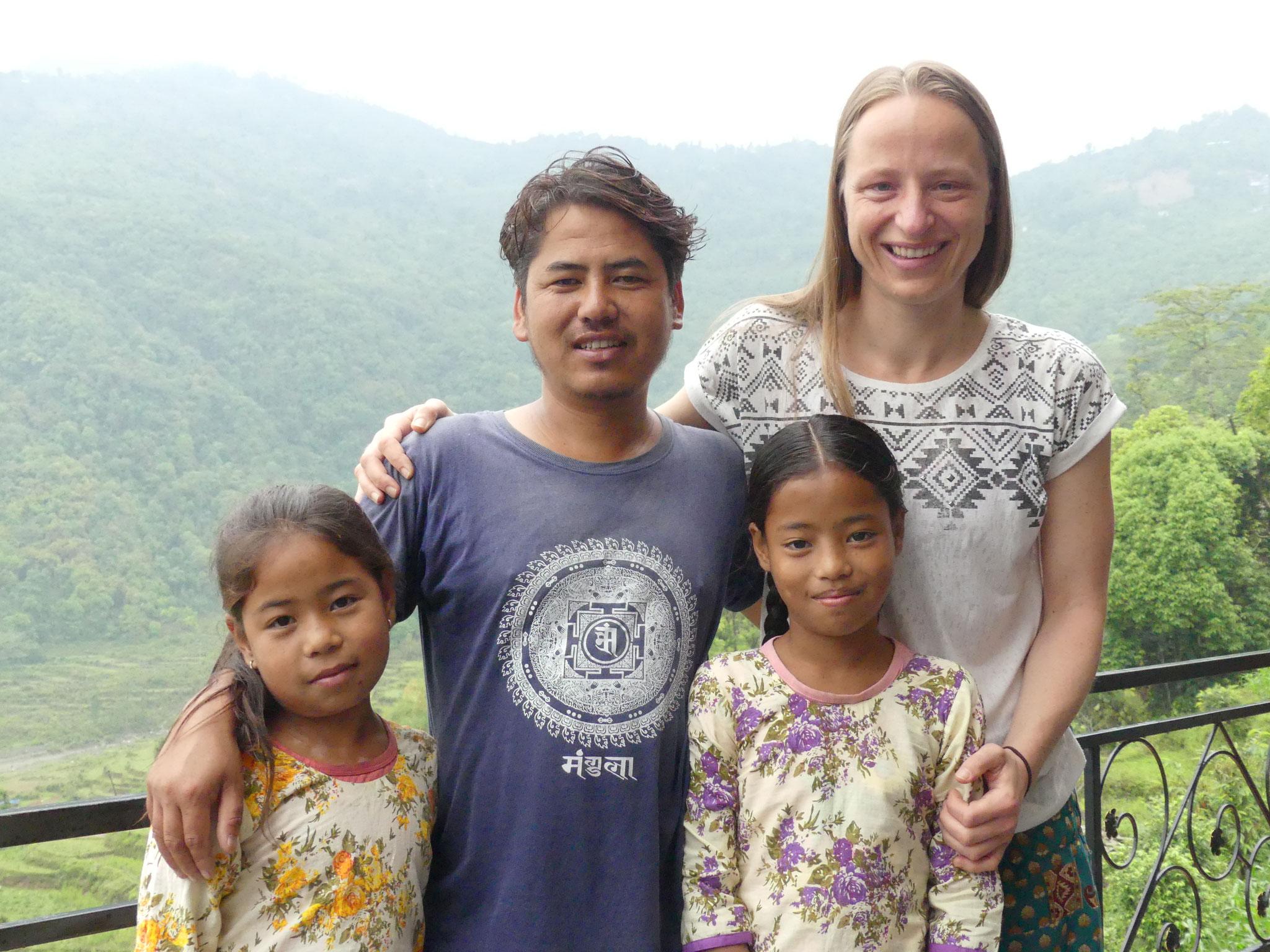 Bildung für Nepal - Dipika, Deepen, Diwani & Beate Laudien