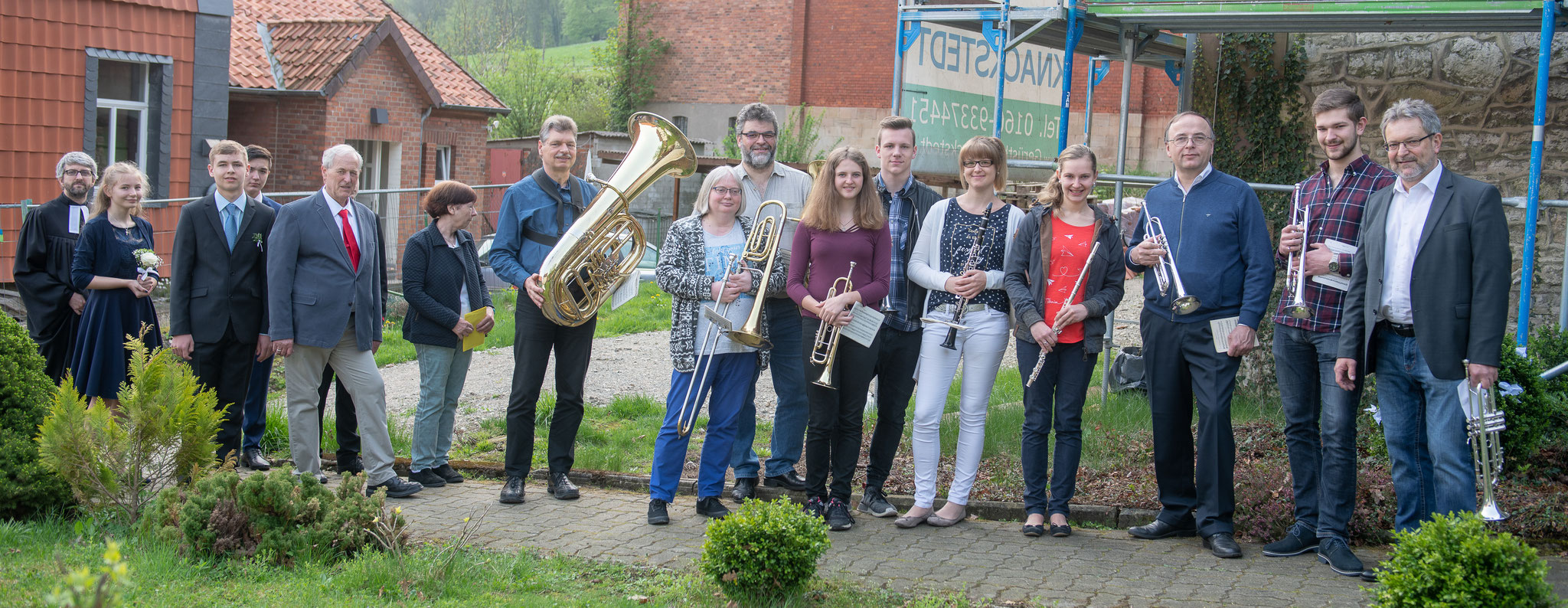 Konfirmation 2018 in Marienhagen - Links: Die Konfirmanden