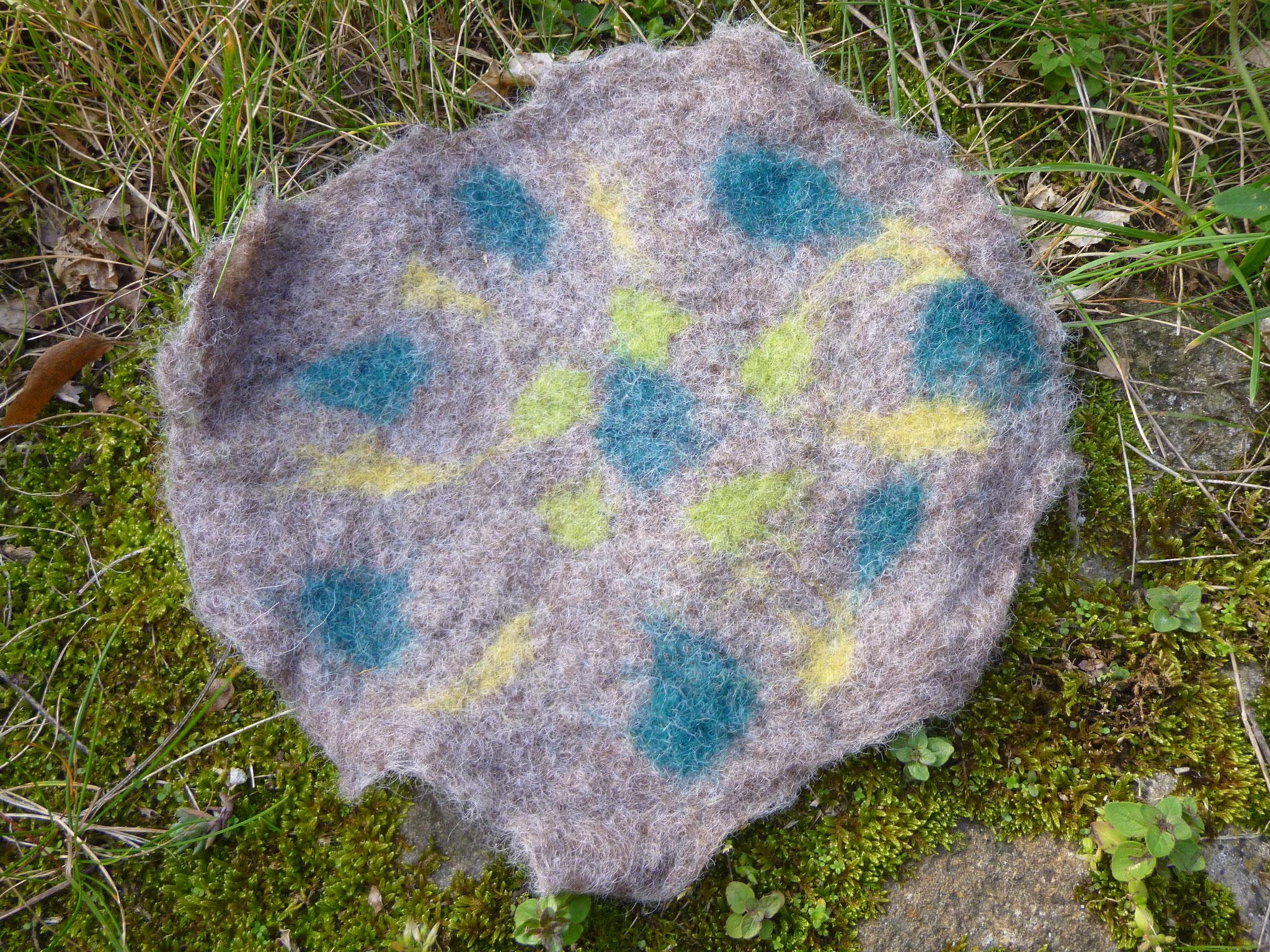 Deckchen nassgefilzt aus Schafwolle