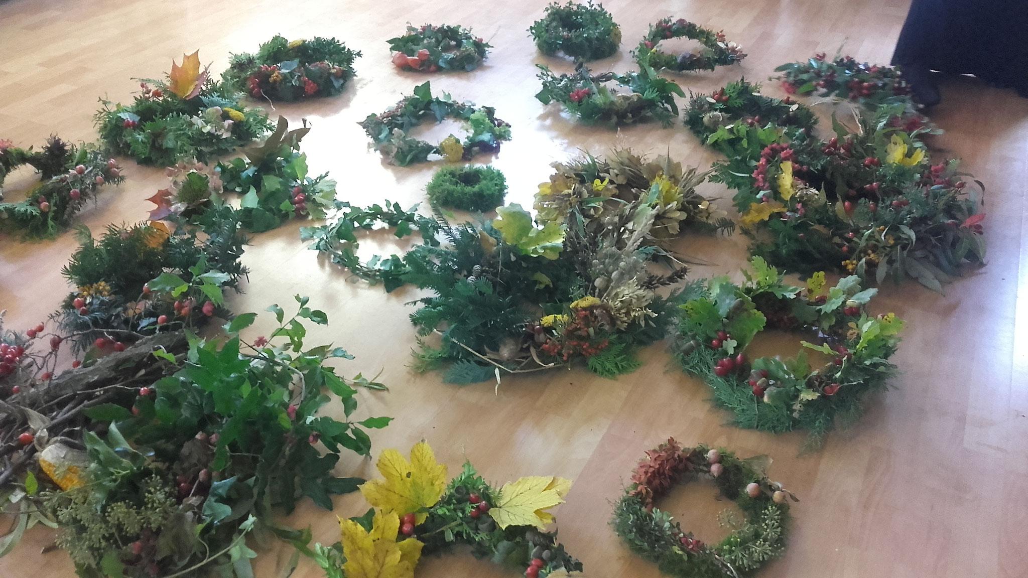 """Herbstkränze - entstanden beim Naturschulen Seminar """"Pflanzen zum Wohlfühlen"""""""