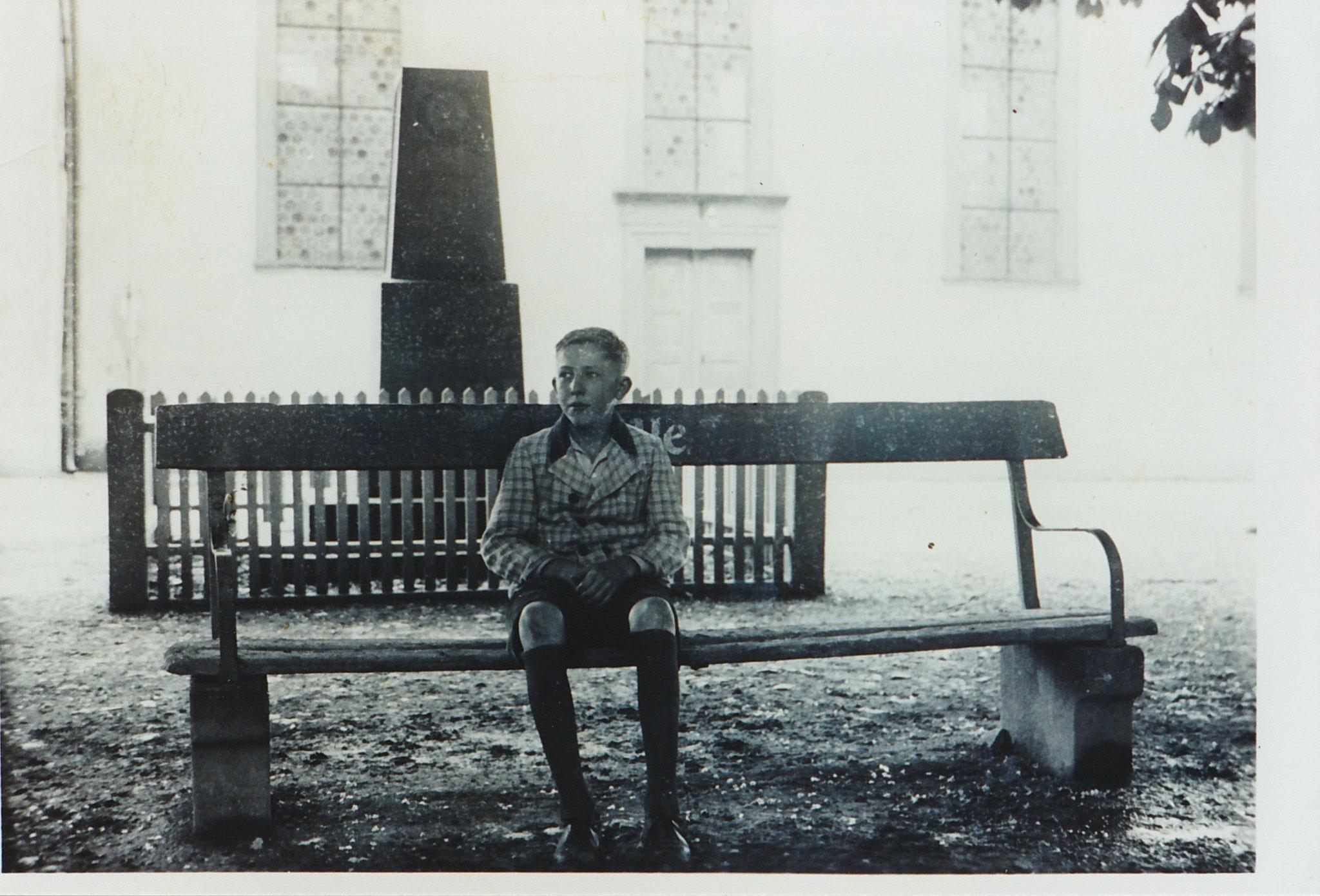 Erich Zapf auf dem Kirchplatz