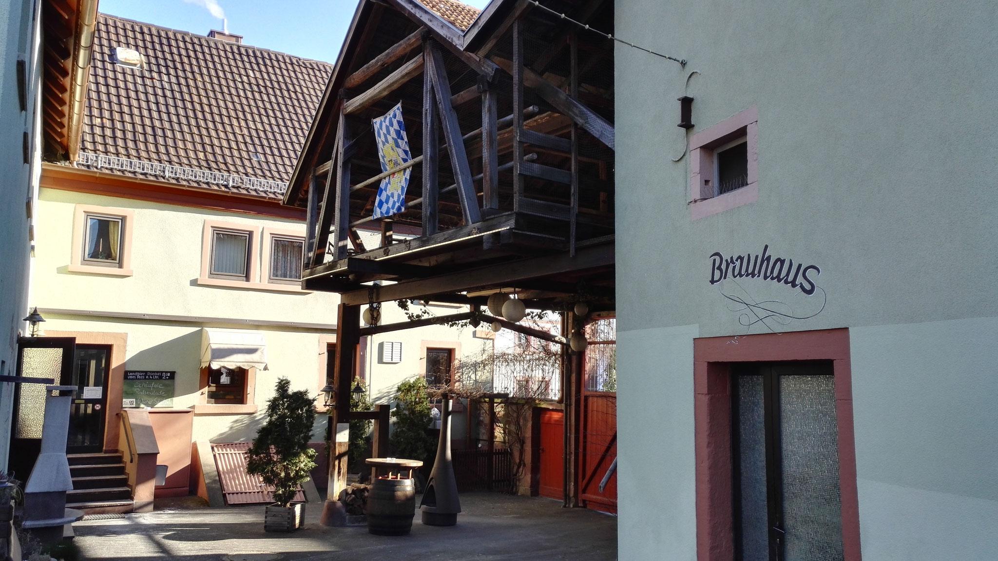 Altes Brauhaus und Eingang zum Wirtshaus