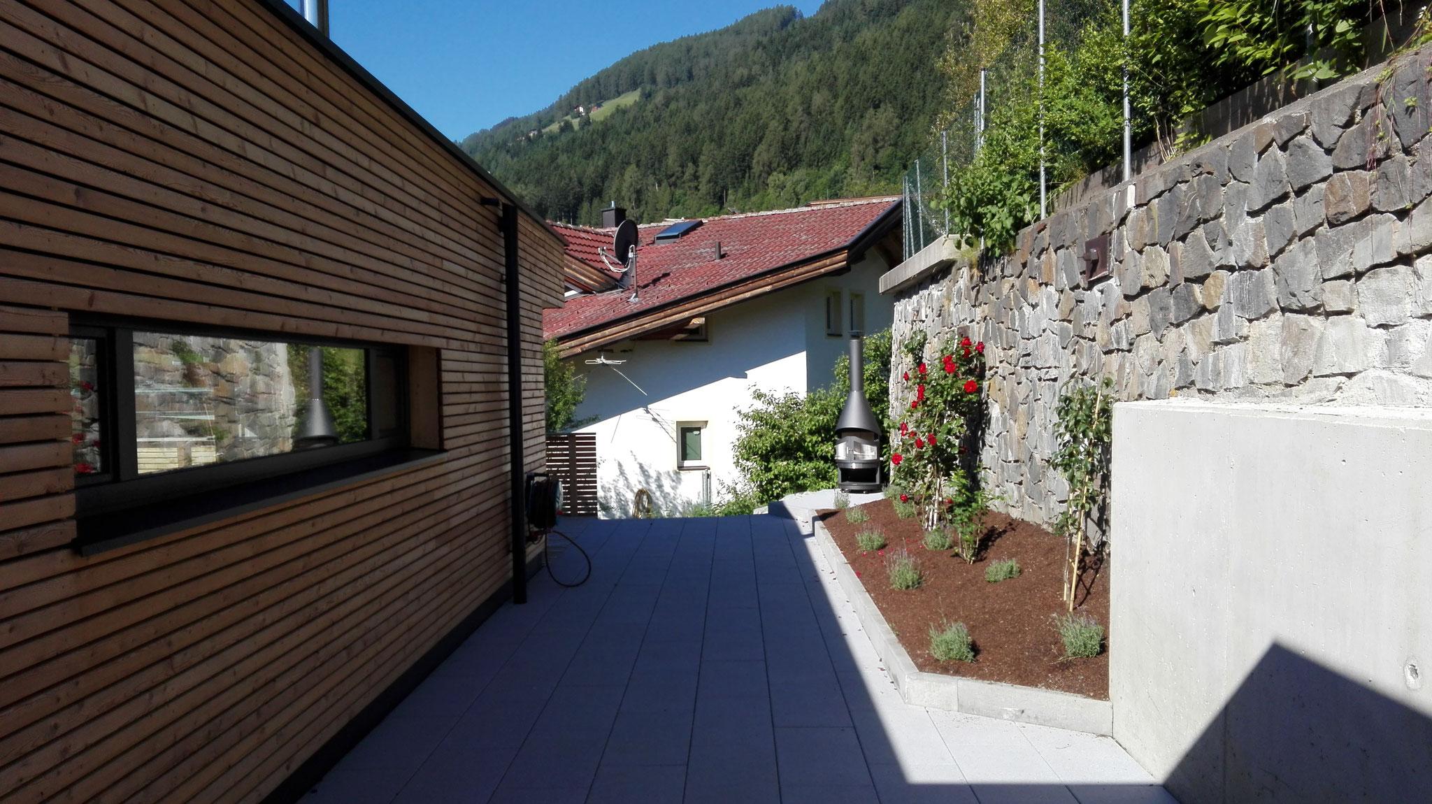 Eingangsbereich mit barrierefreiem Zugang zur Terrasse