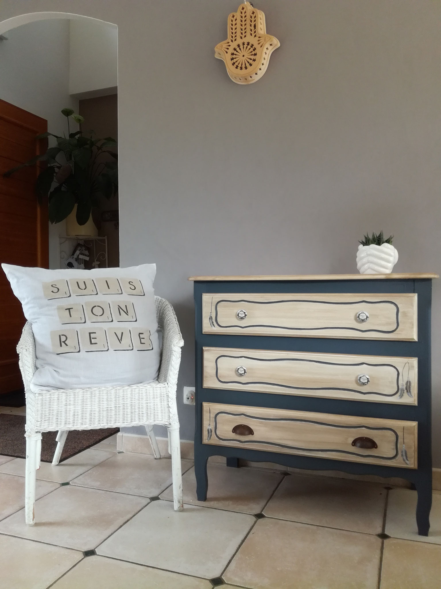 """Etapes relooking commode 3 tiroirs Effet """"Bois Clair""""."""