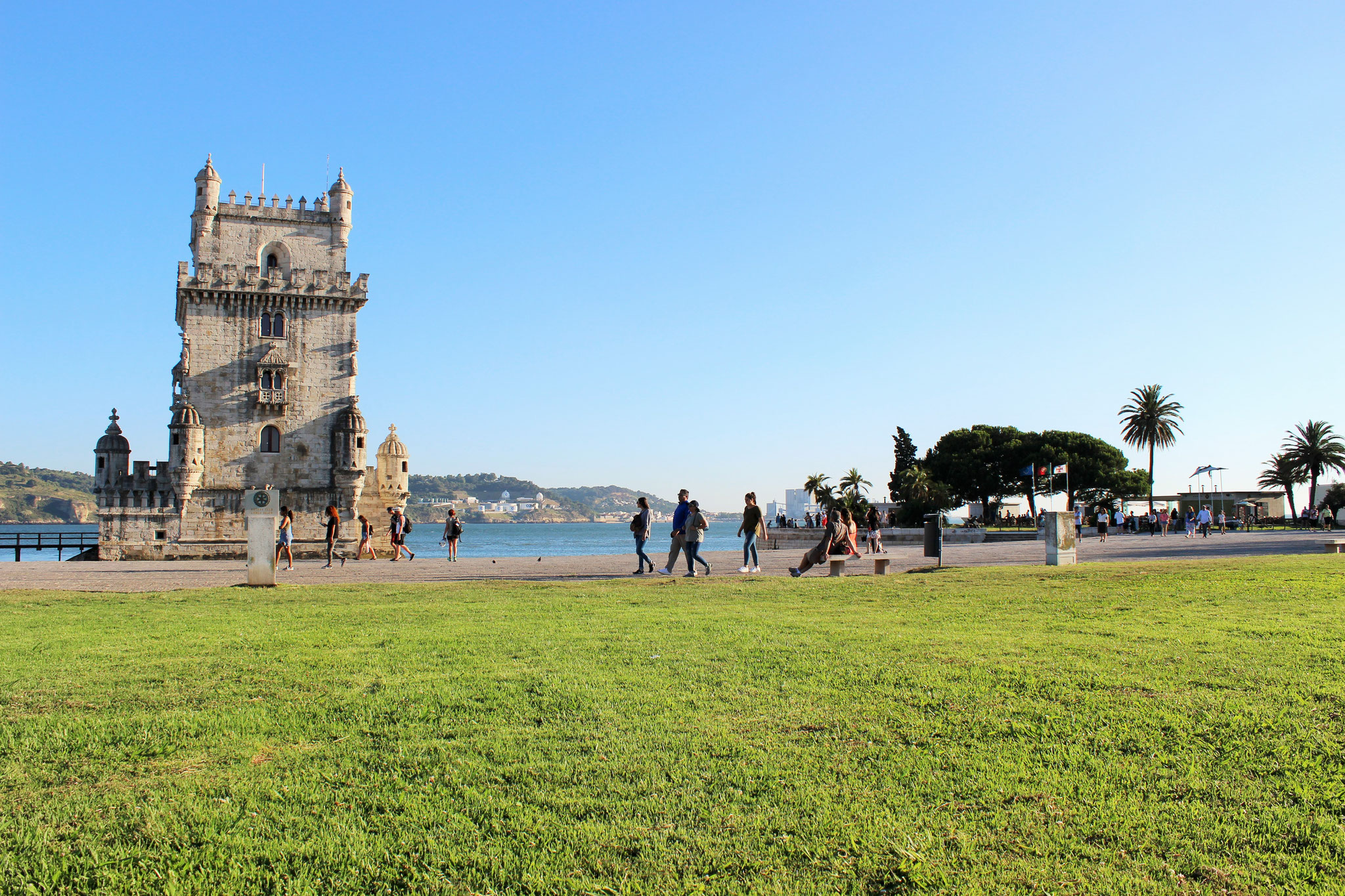 A walk away to the Belém Tower, supermarket, gym, several shops and restaurants.