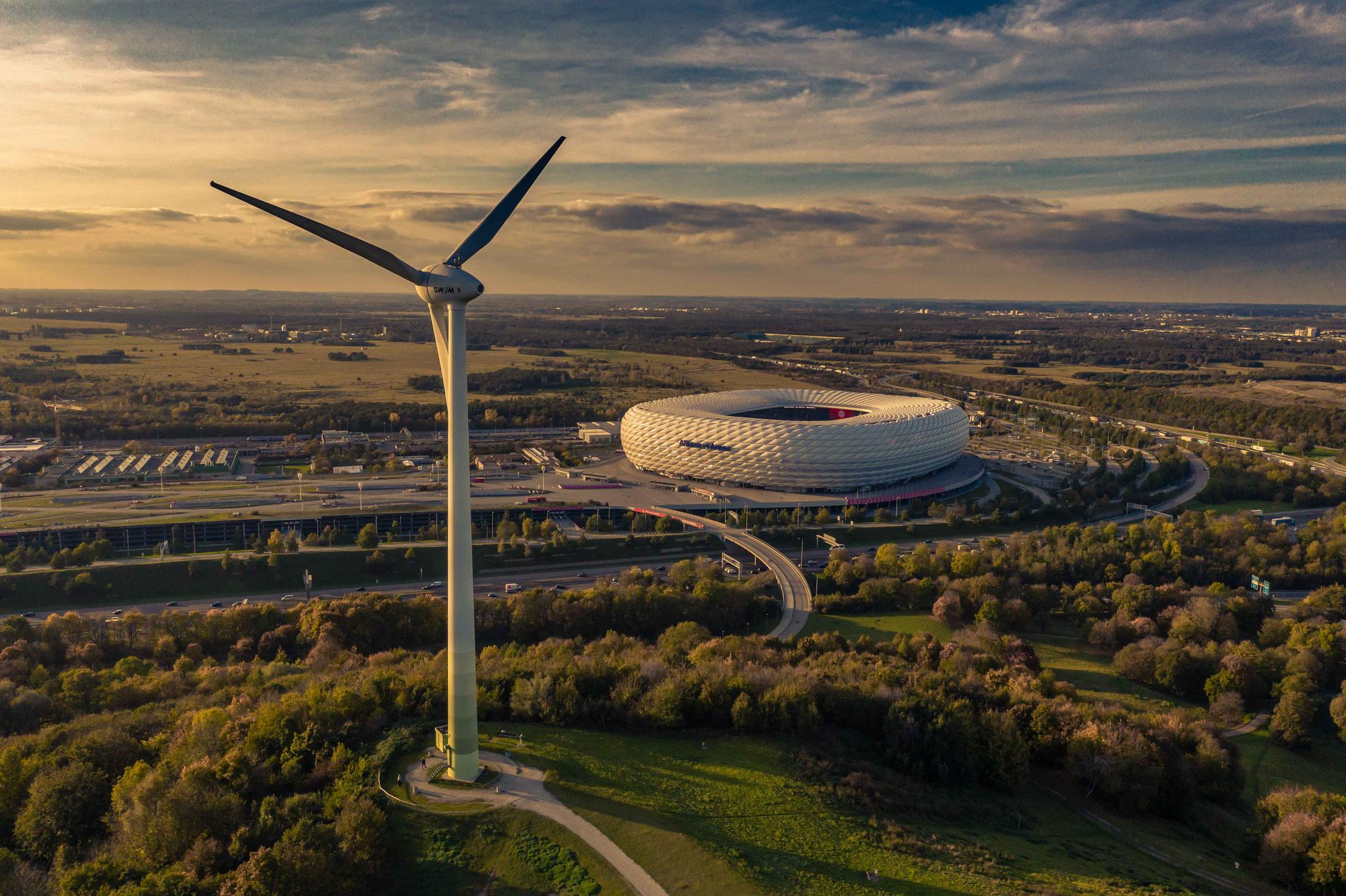 Windrad und Allianz Arena