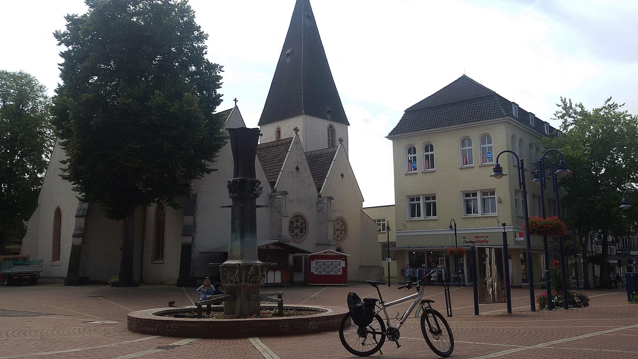 Ziegler-Brunnen und Marktkirche in Lage