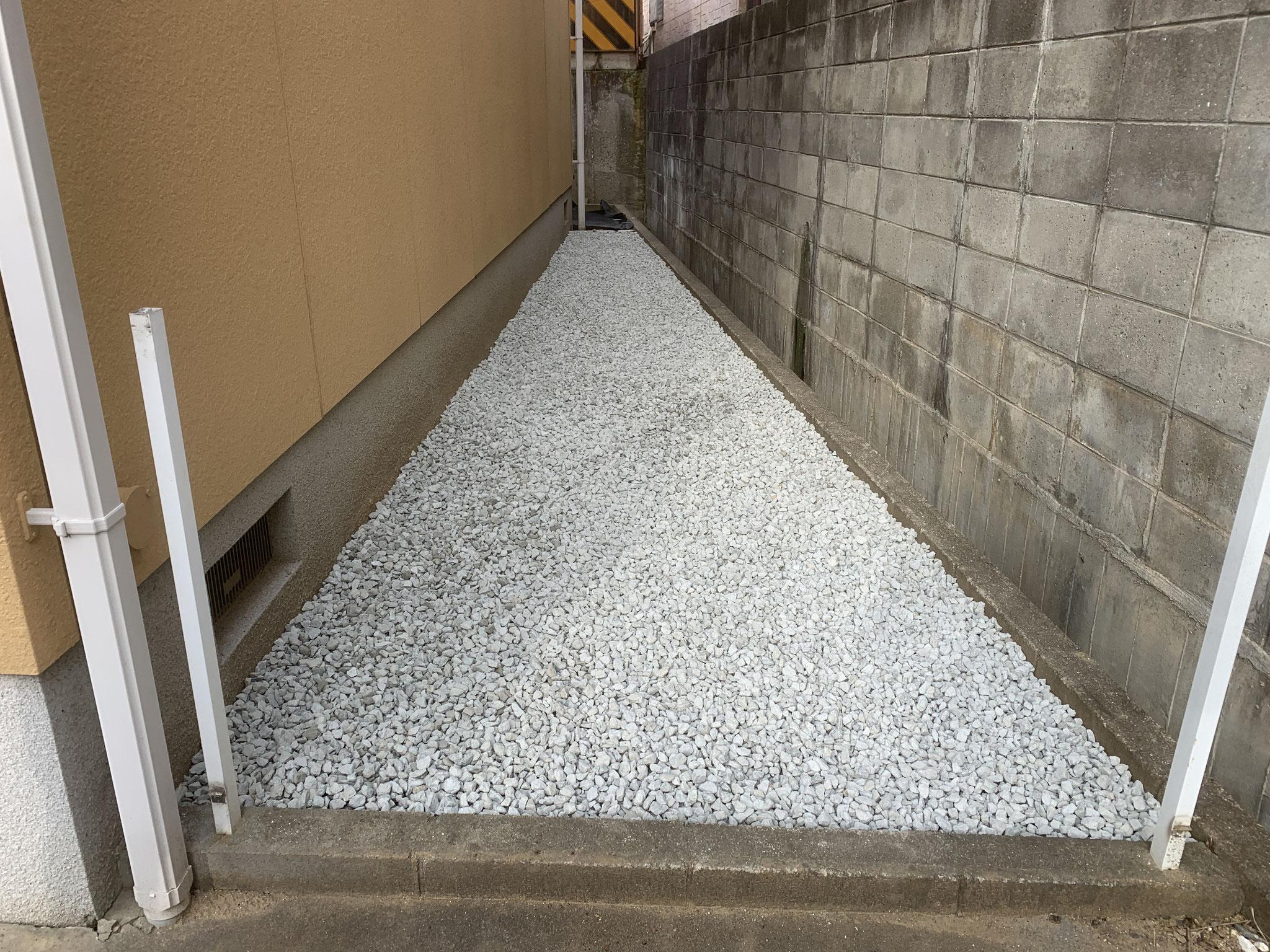 砂利敷き(単粒砕石5号 10-20使用 敷厚5㎝)