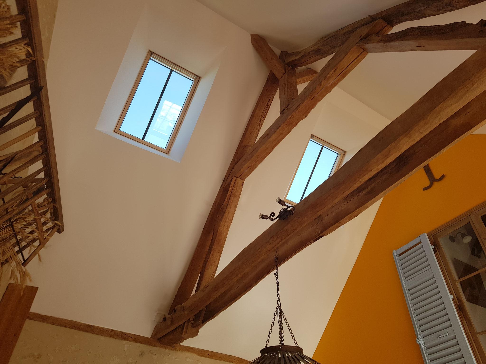 Installation Velux à meneaux sur plafond cathédrale