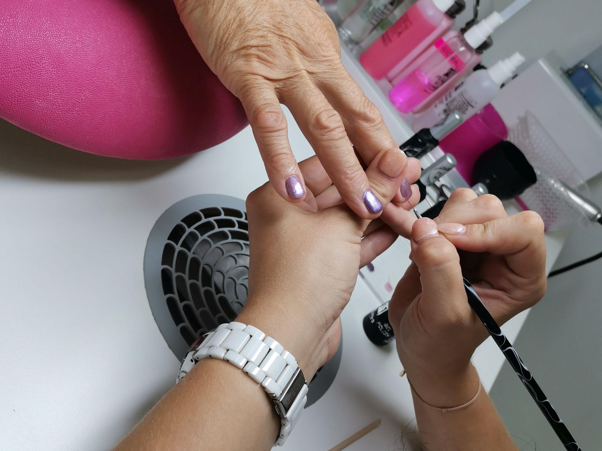Maniküre Russische Maniküre Schulung in der NailsAcademy in Wien 21
