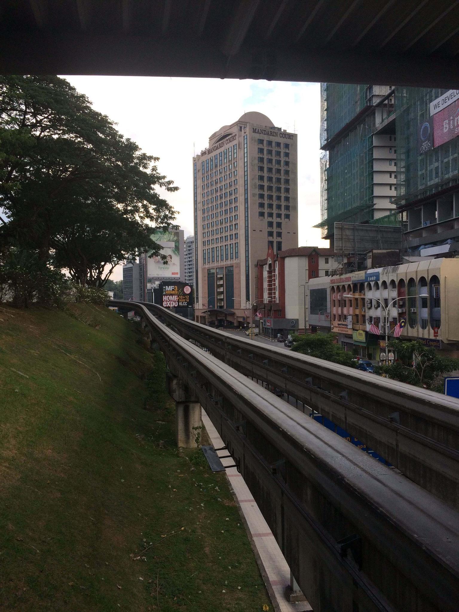 Mit der Mono-Rail über KL fahren