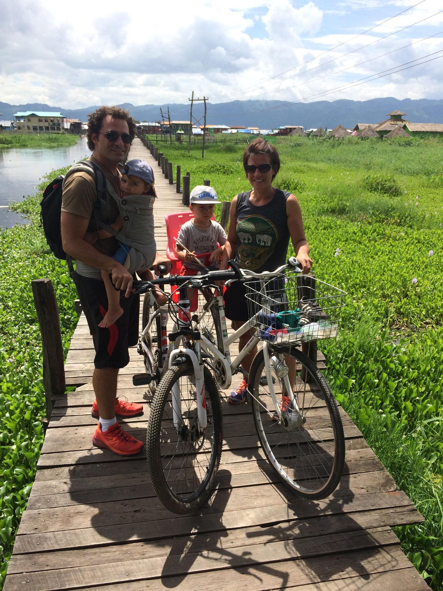 Auf dem Steg in Maing Thauk
