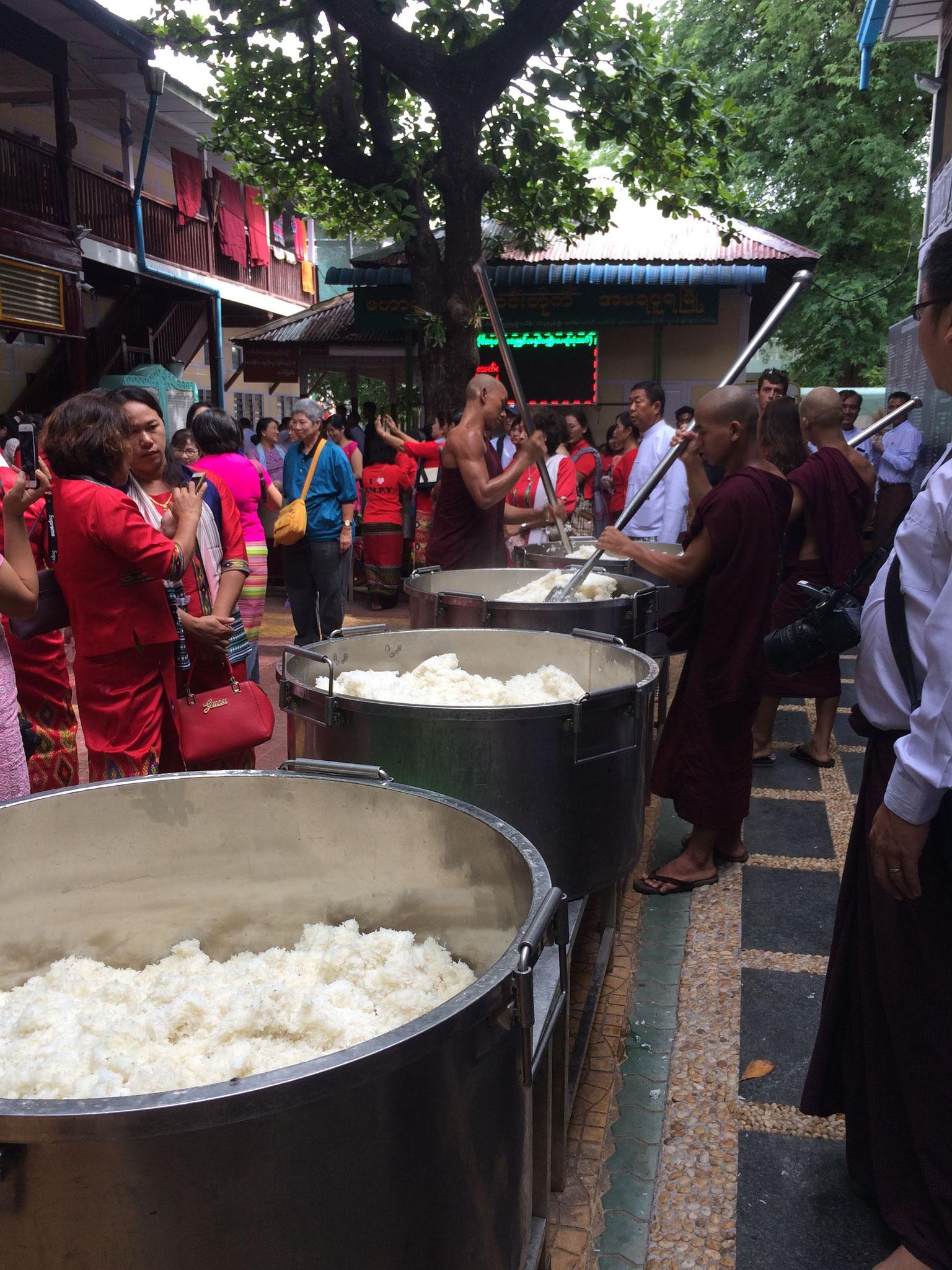 Essensvorbereitung für die Mönche