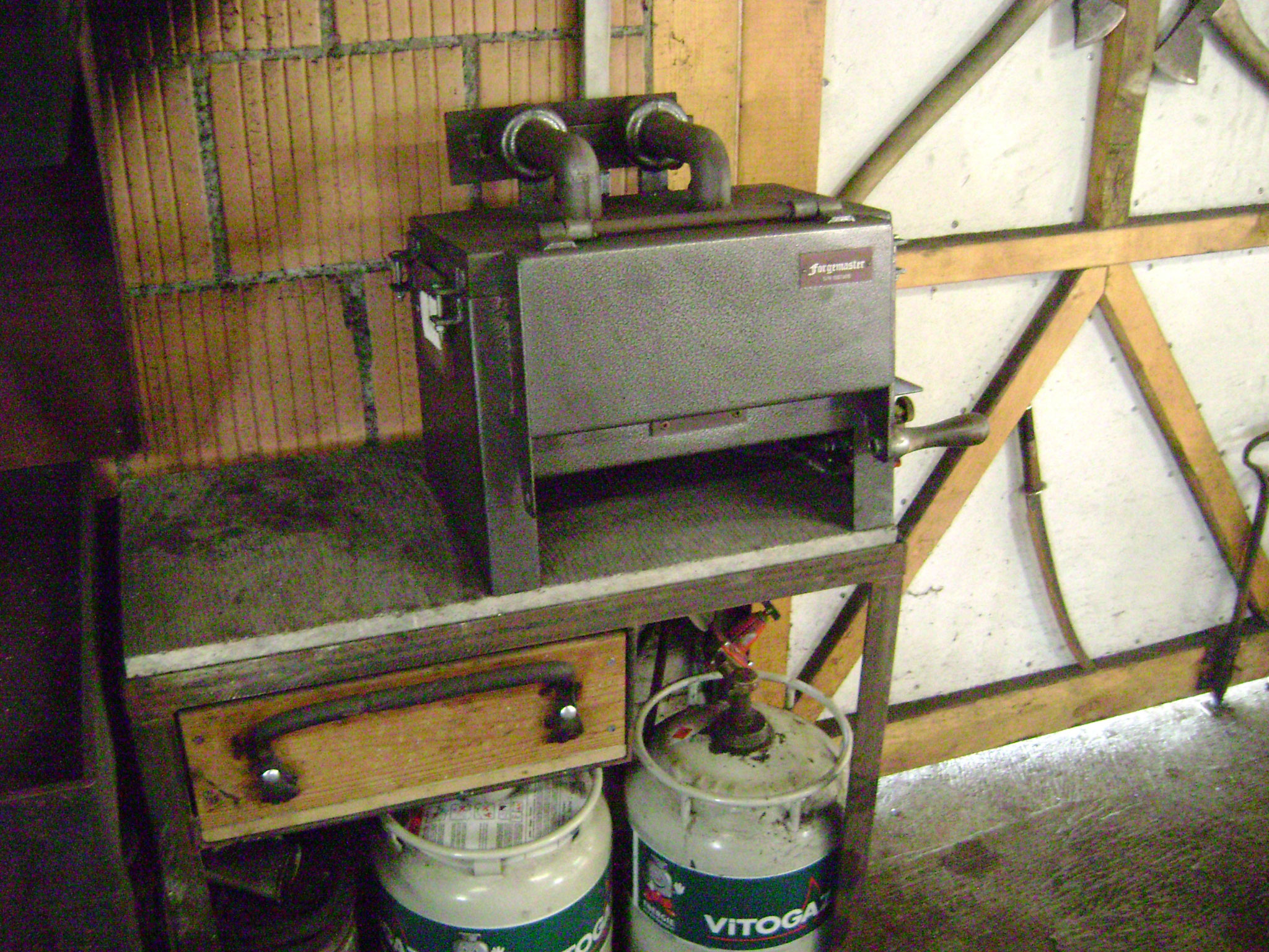 Gasofen vorwiegend um die Wärmebehandlungen der Messer auszuführen