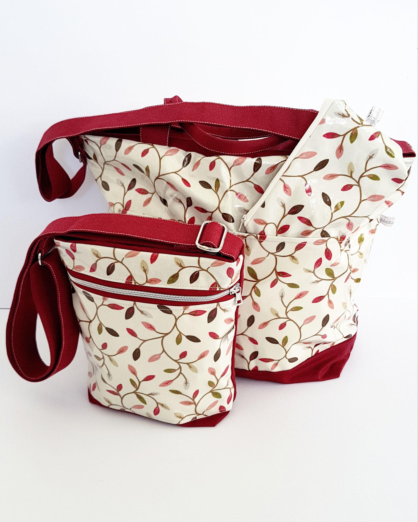 Grosse Badetasche und kleine Umhängetasche, Oikskin  rot kombiniert mit Wachstuch
