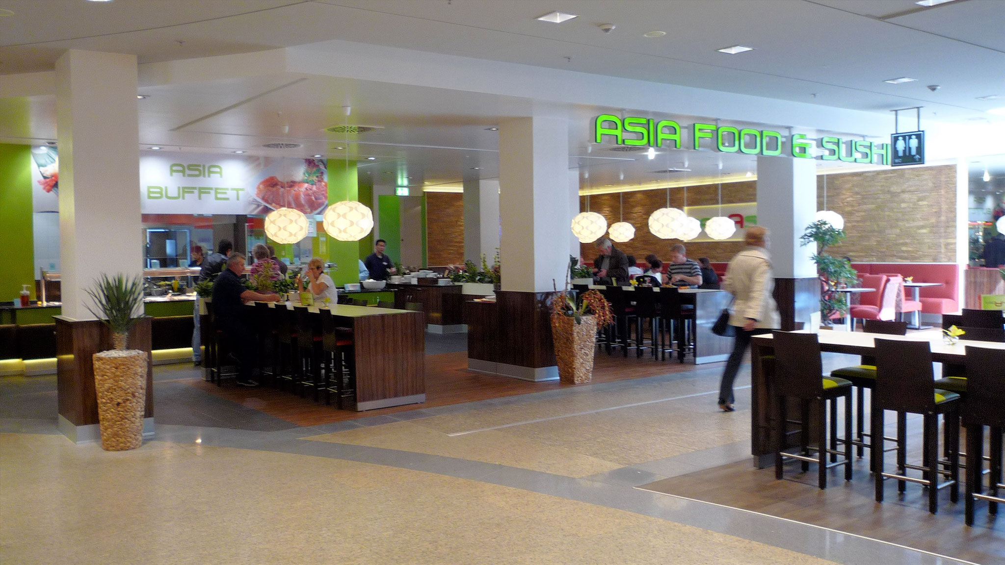 Asia Restaurant, Einkaufszentrum Hamburg: Trockenbau- und Malerarbeiten, Decken und Wände