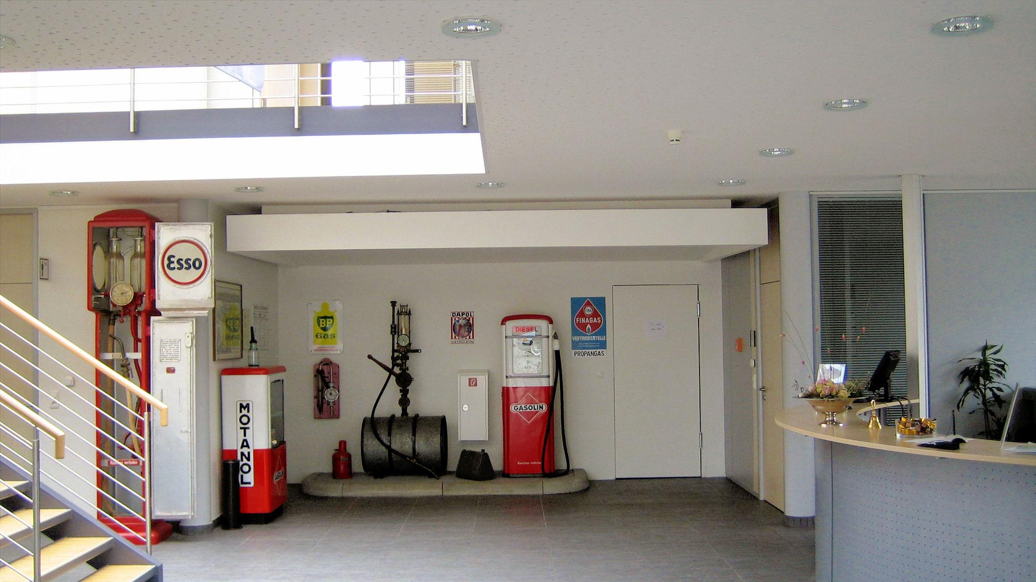 """Neubau Bürogebäude Fa. Grebe, Korbach: Trockenbau (Wände und Decken), Türelemente in Trockenbaudwänden, Putzarbeiten sowie eine kleine """"Tankstelle"""" im Gebäude"""