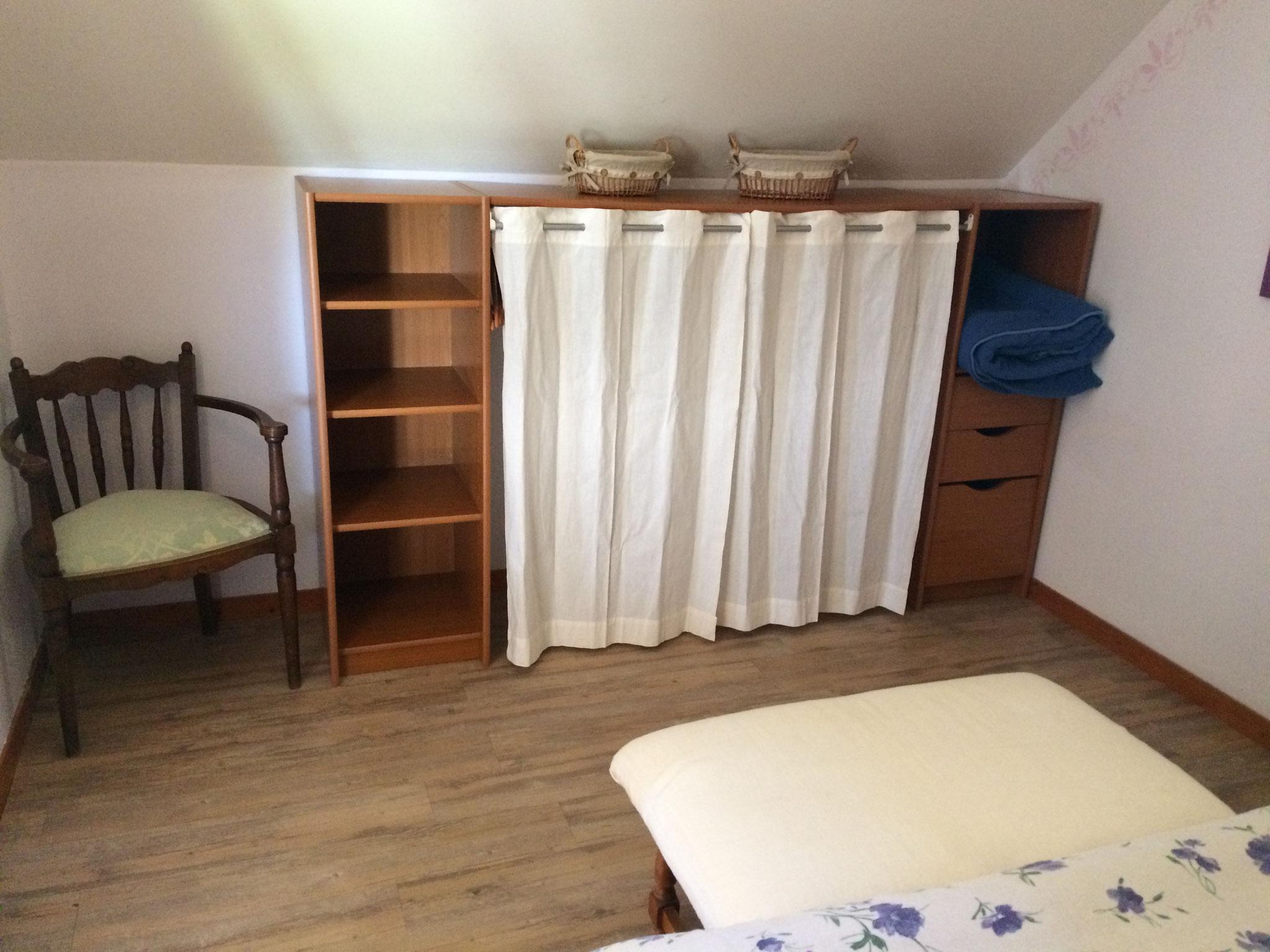Le Misteflore chambre lit 2 personnes rangement