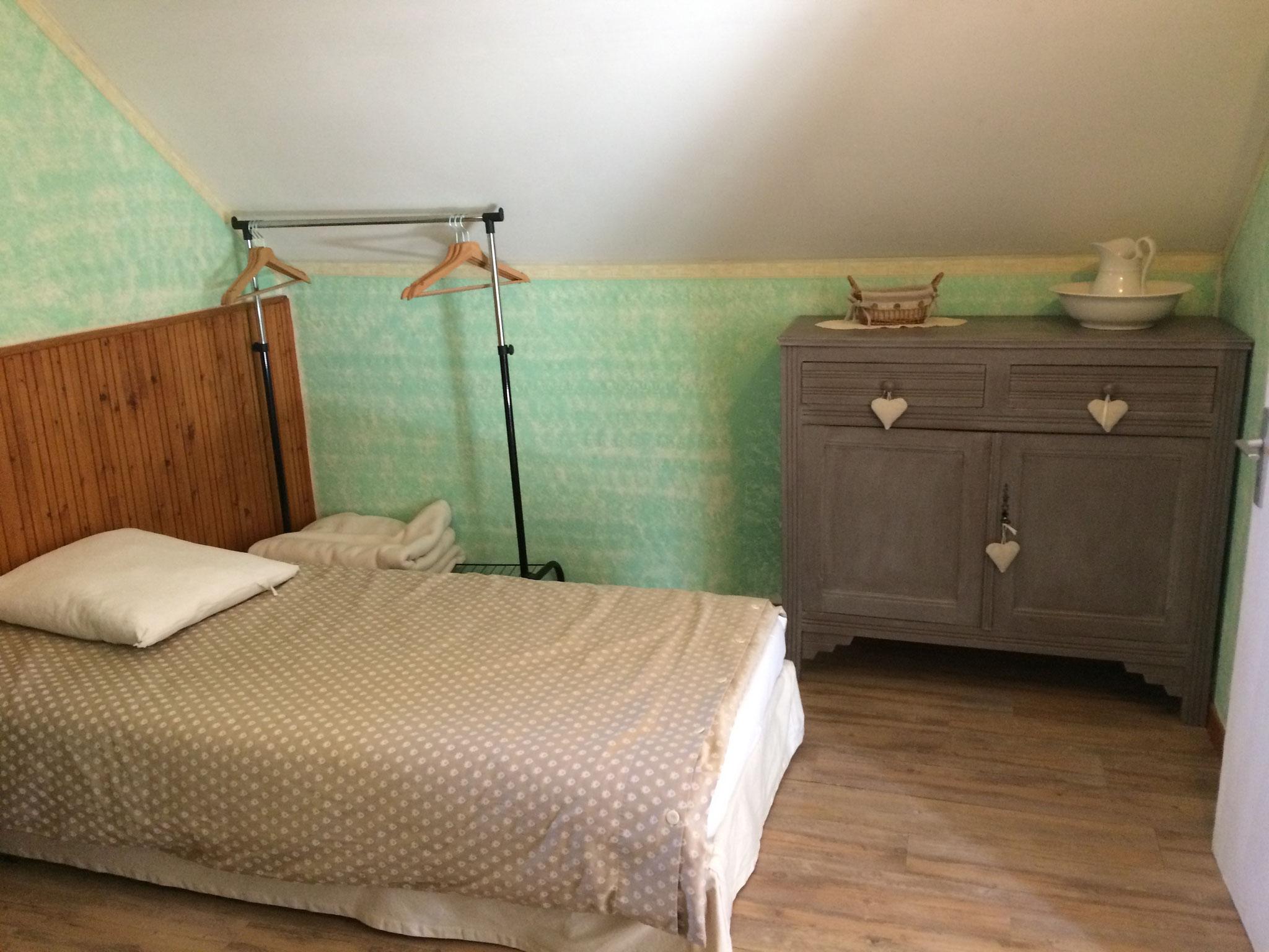 Le Misteflore chambre 2 lits d'une personne espace rangement
