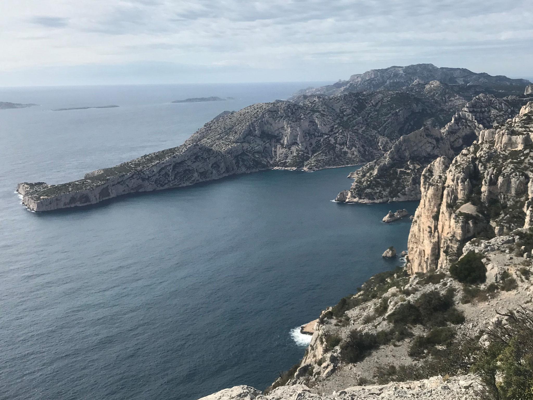 Au loin le Cap Morgiou