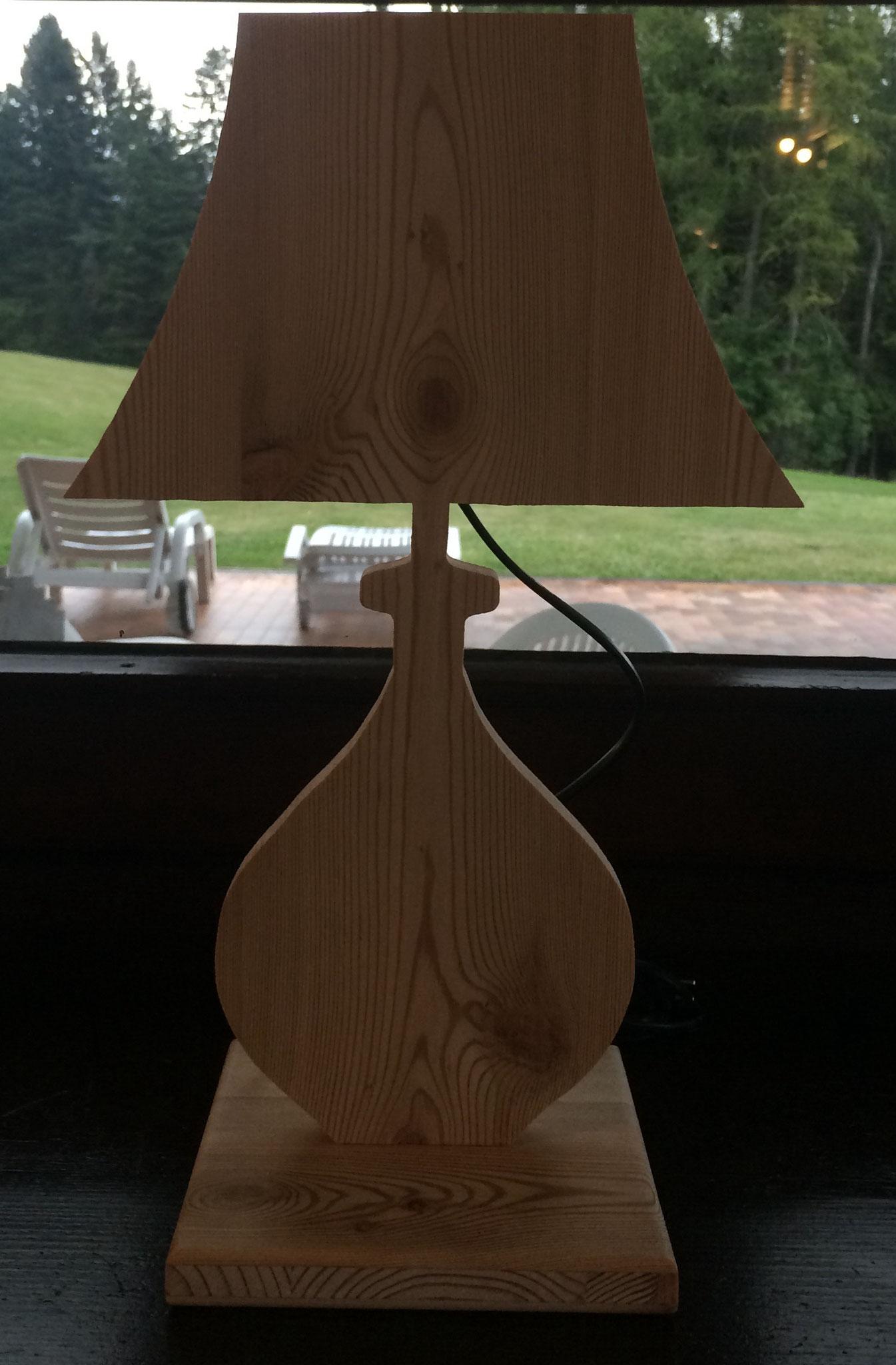 Lampada da comodino a forma di lampada