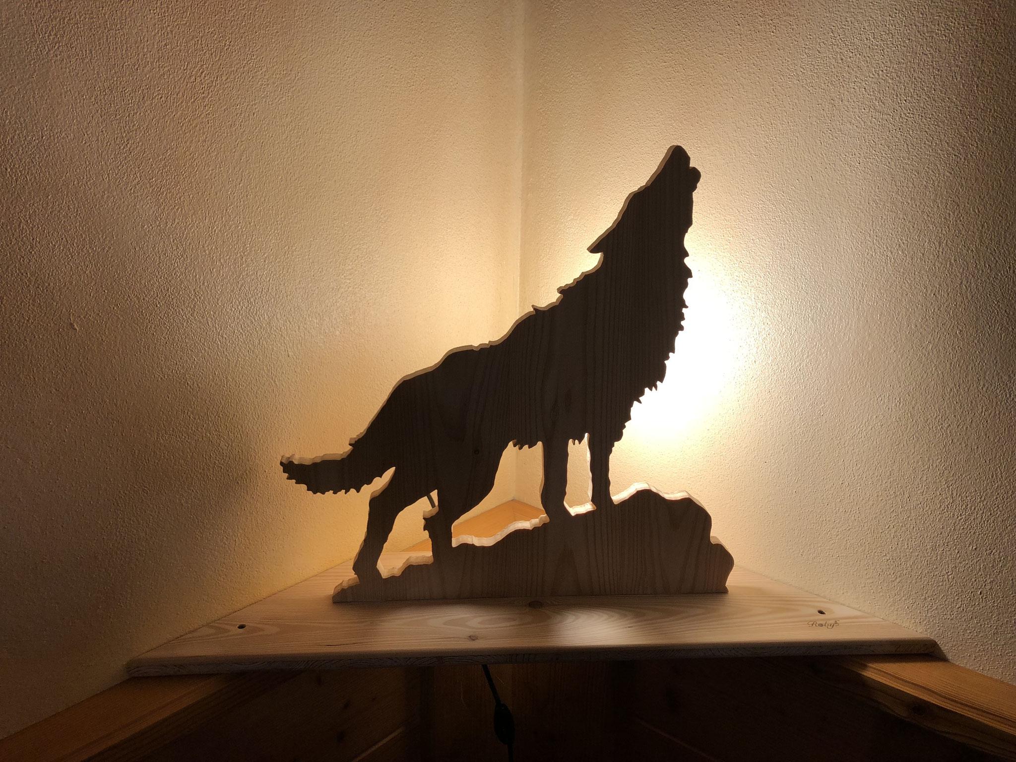 Lampada ad angolo a forma di lupo