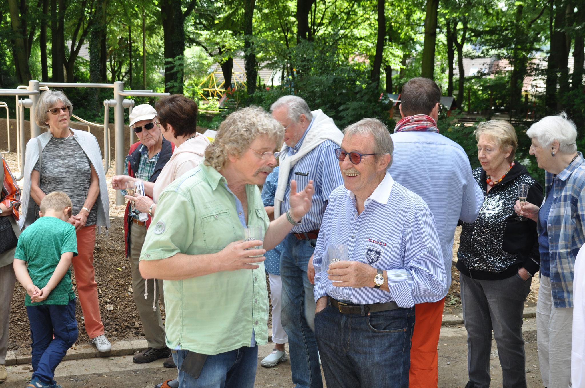 Atti Reinartz Hatzfeld und H.W. Riedesel Unterbarmen im Gespräch.